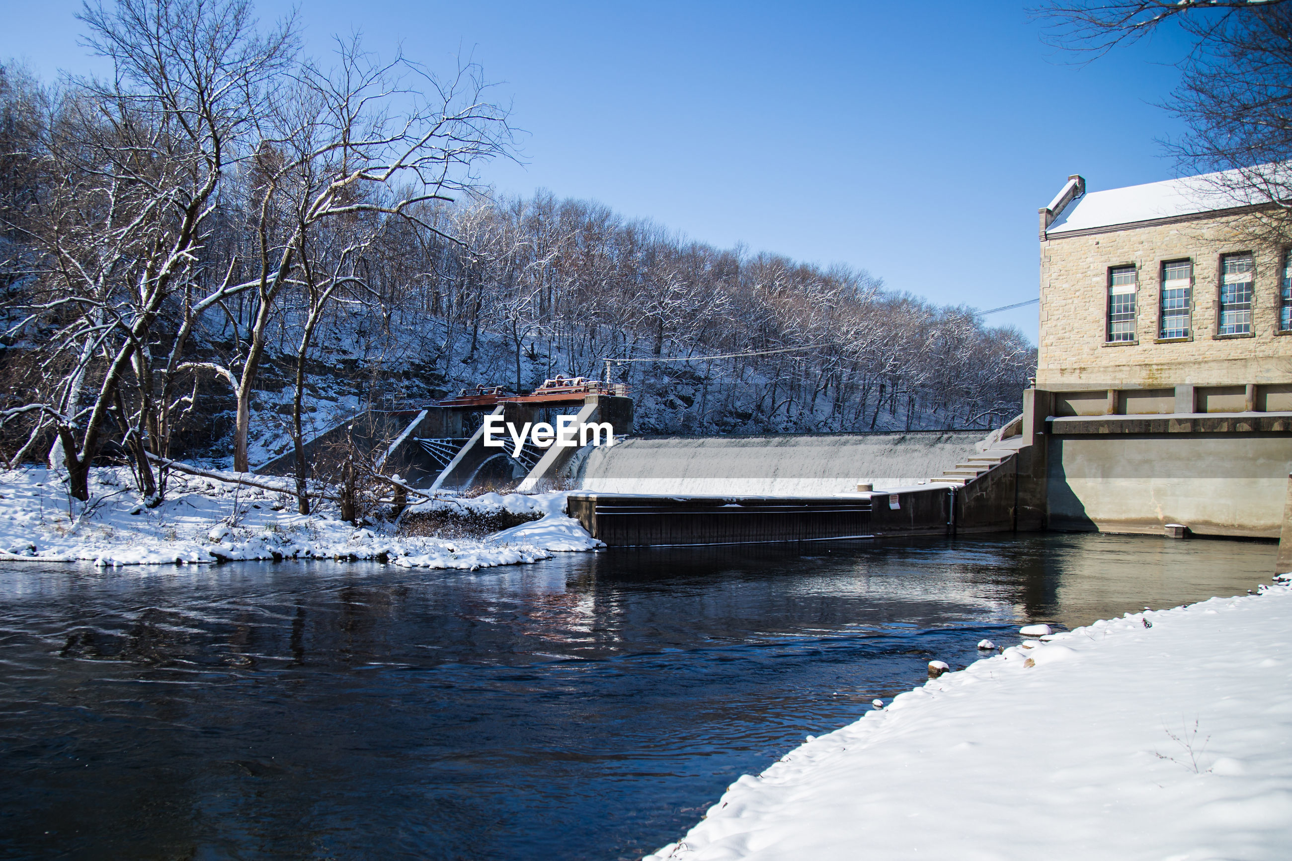 Dam over river by building during winter