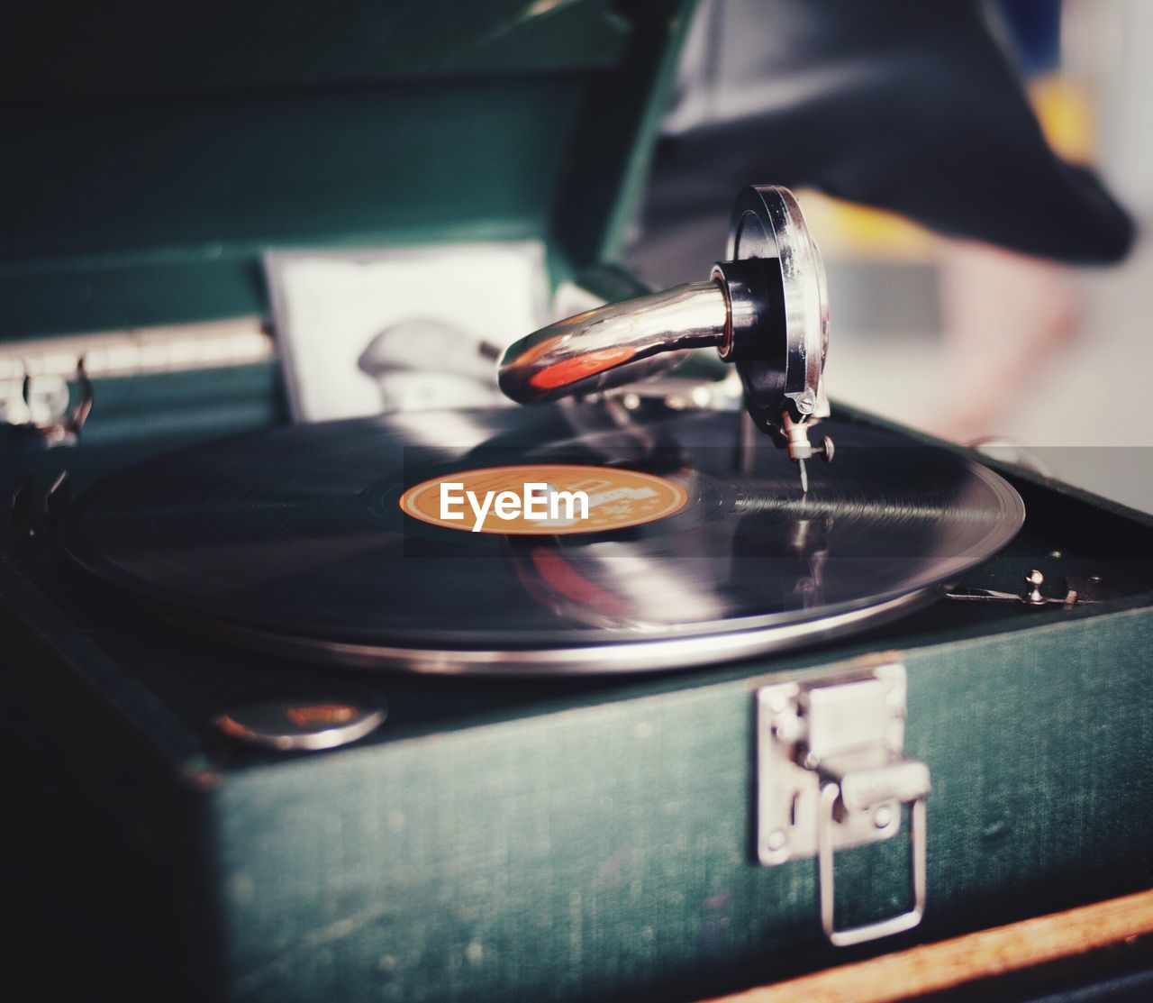 old-fashioned, close-up, no people, record, indoors, day, record player needle