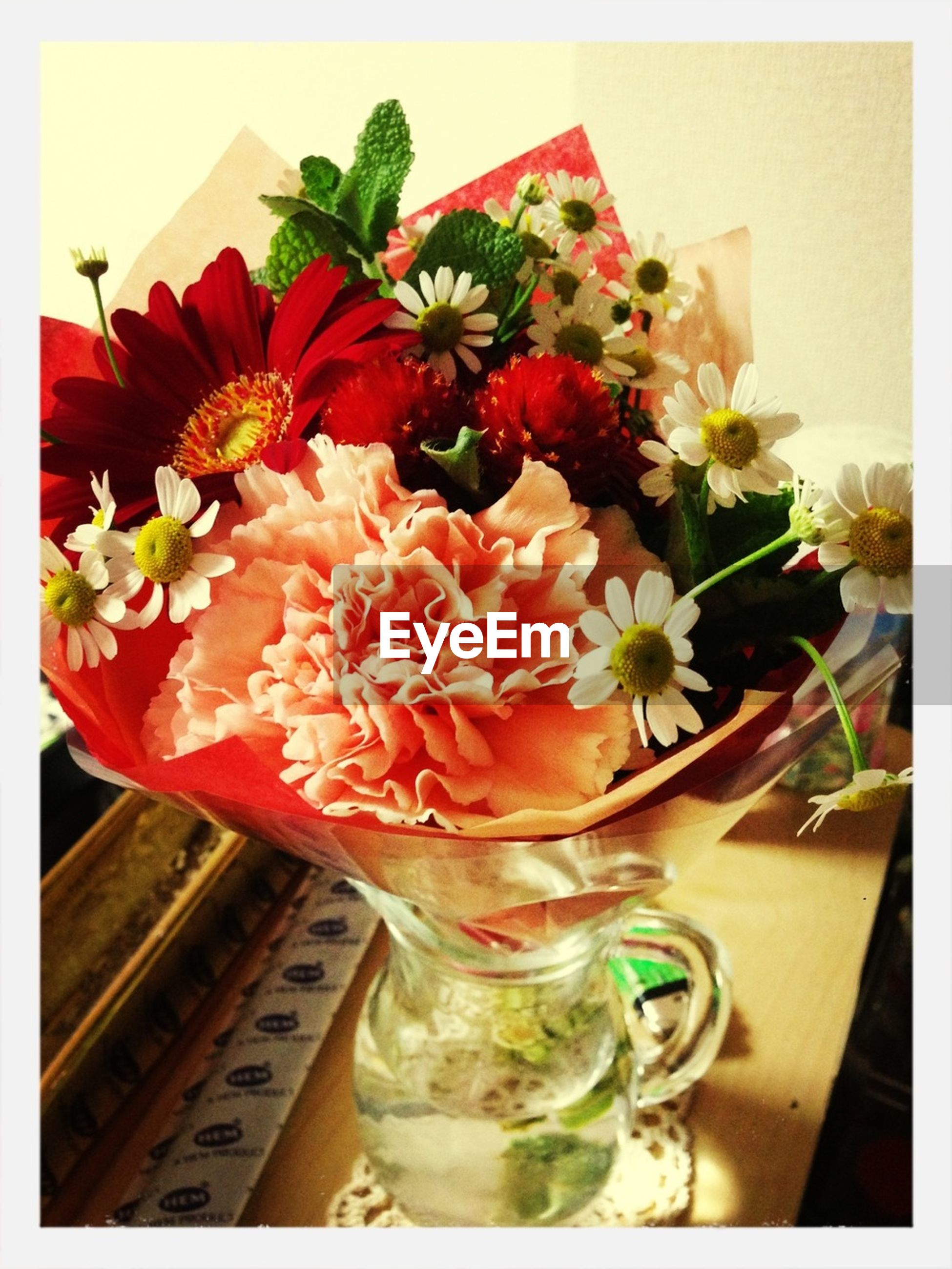flower, indoors, freshness, vase, petal, table, fragility, flower arrangement, bunch of flowers, flower head, decoration, bouquet, close-up, home interior, auto post production filter, beauty in nature, red, potted plant, still life, high angle view