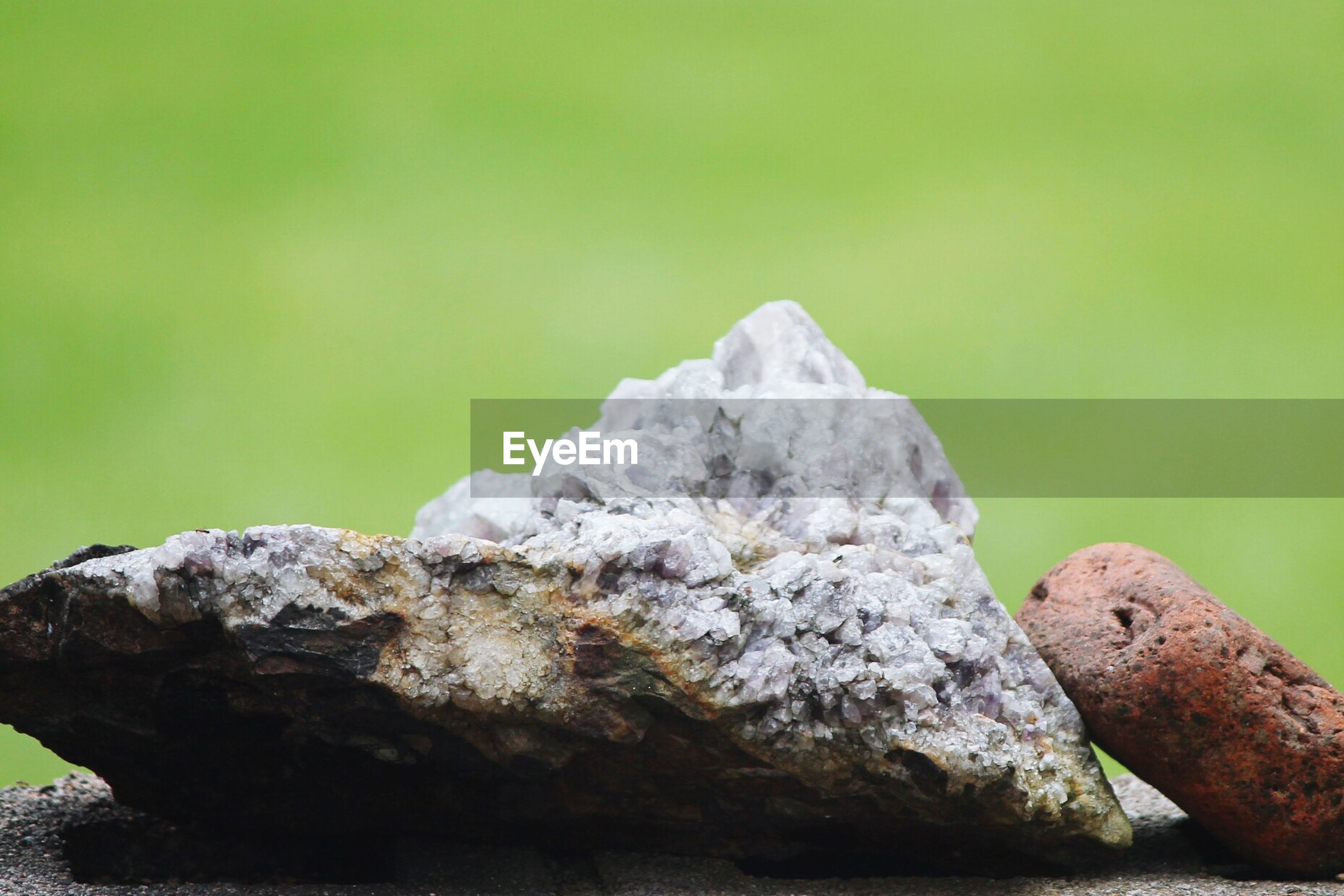 CLOSE-UP OF ROCKS AGAINST BLURRED BACKGROUND