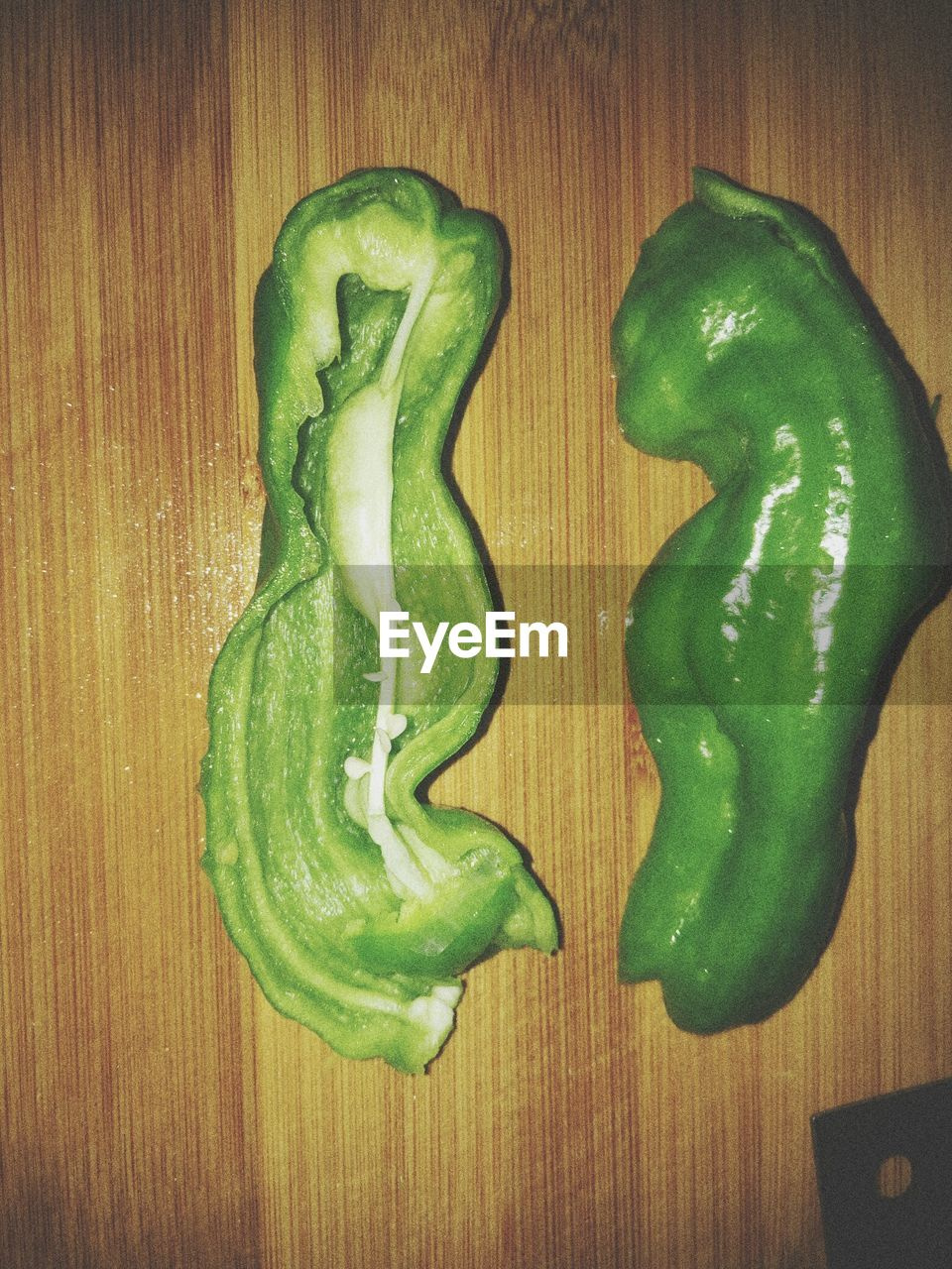 green color, vegetable, directly above, food and drink, bell pepper, no people, indoors, table, food, wood - material, healthy eating, freshness, wood grain, close-up, day