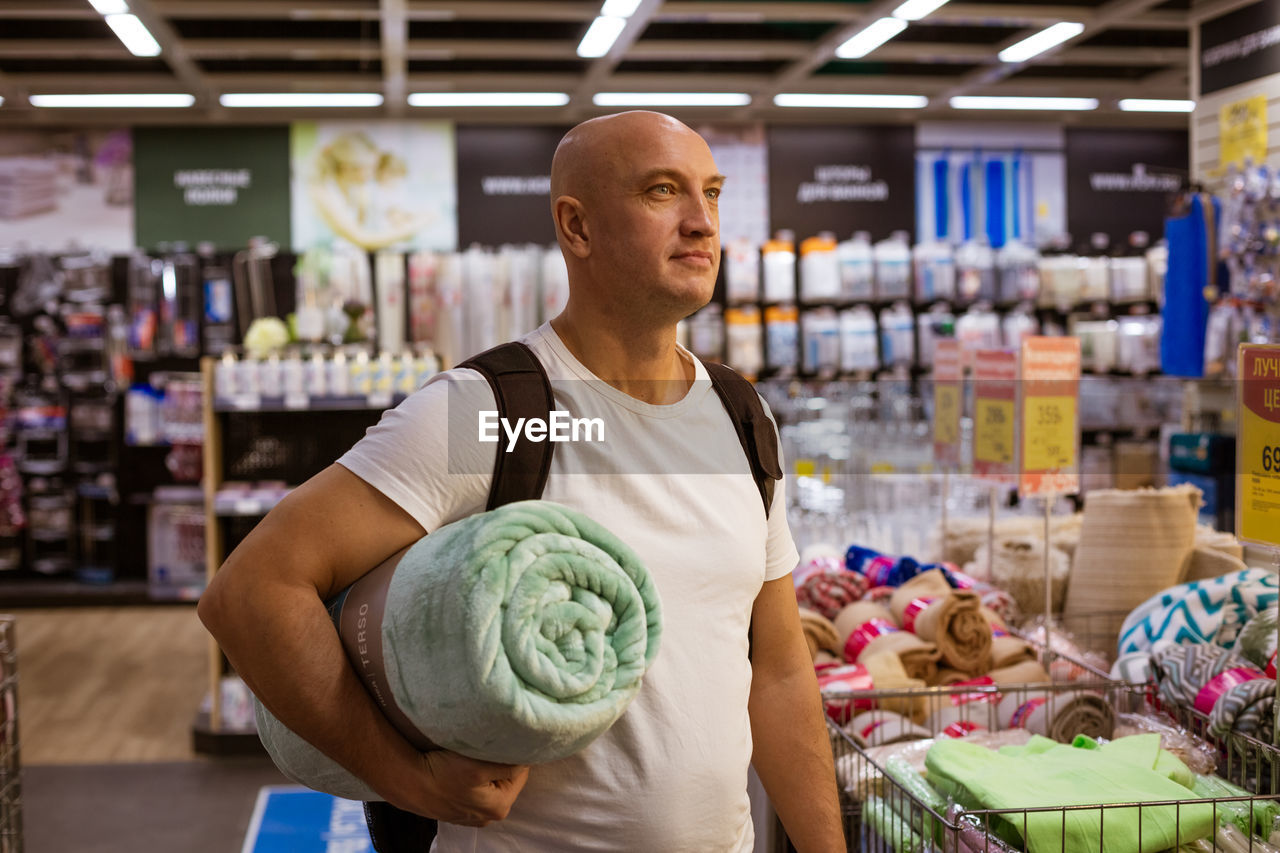 30.11.2019 russia, st.peterburg , a man in a store with a blanket