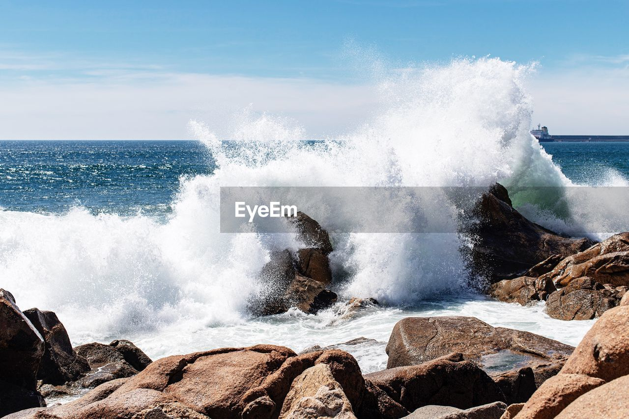 sea, water, power, power in nature, rock, motion, beauty in nature, rock - object, wave, sky, solid, horizon, scenics - nature, splashing, force, horizon over water, nature, hitting, crash, breaking, no people, outdoors