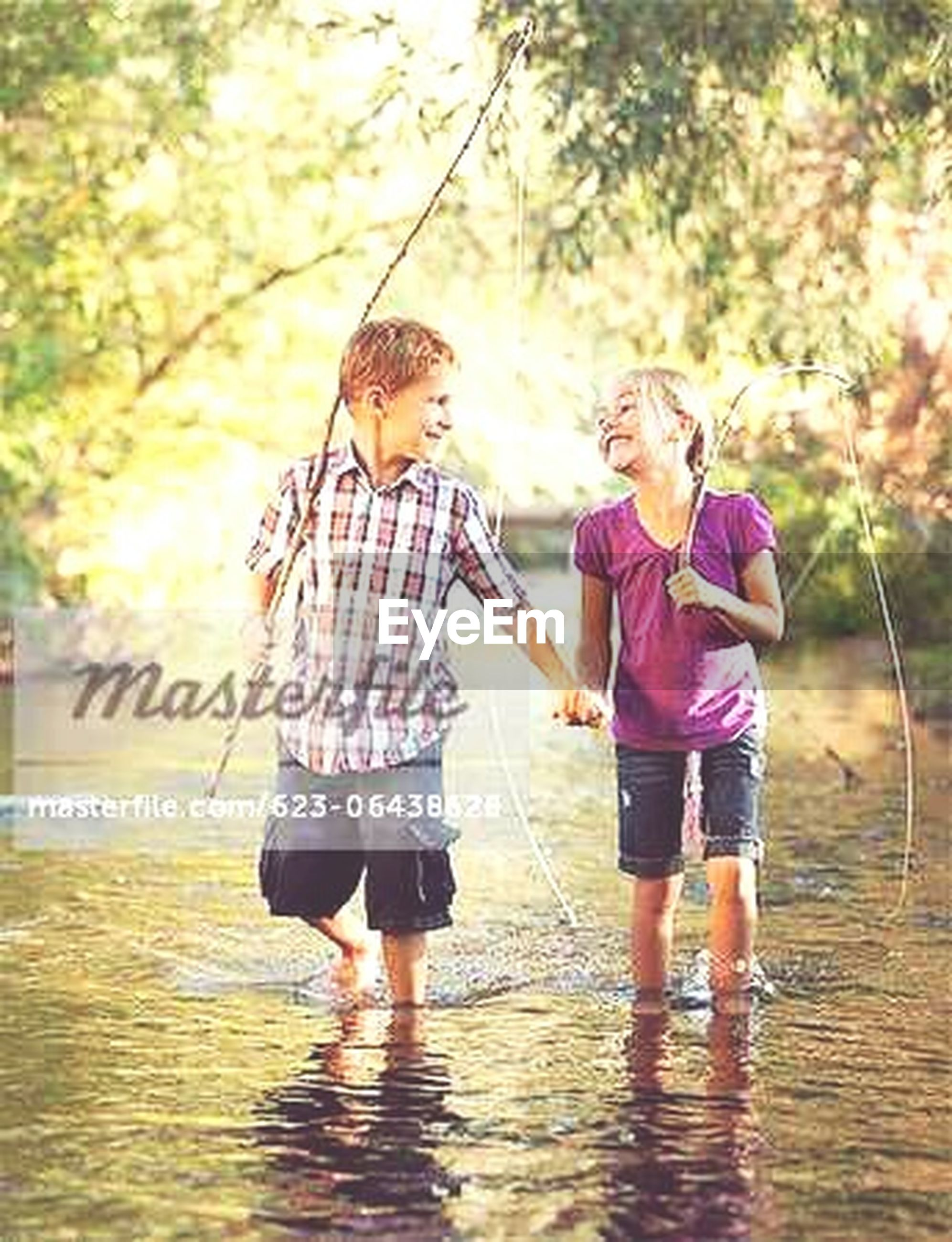 childhood, lifestyles, water, leisure activity, full length, boys, girls, elementary age, casual clothing, beach, person, playing, togetherness, fun, enjoyment, tree, holding, playful