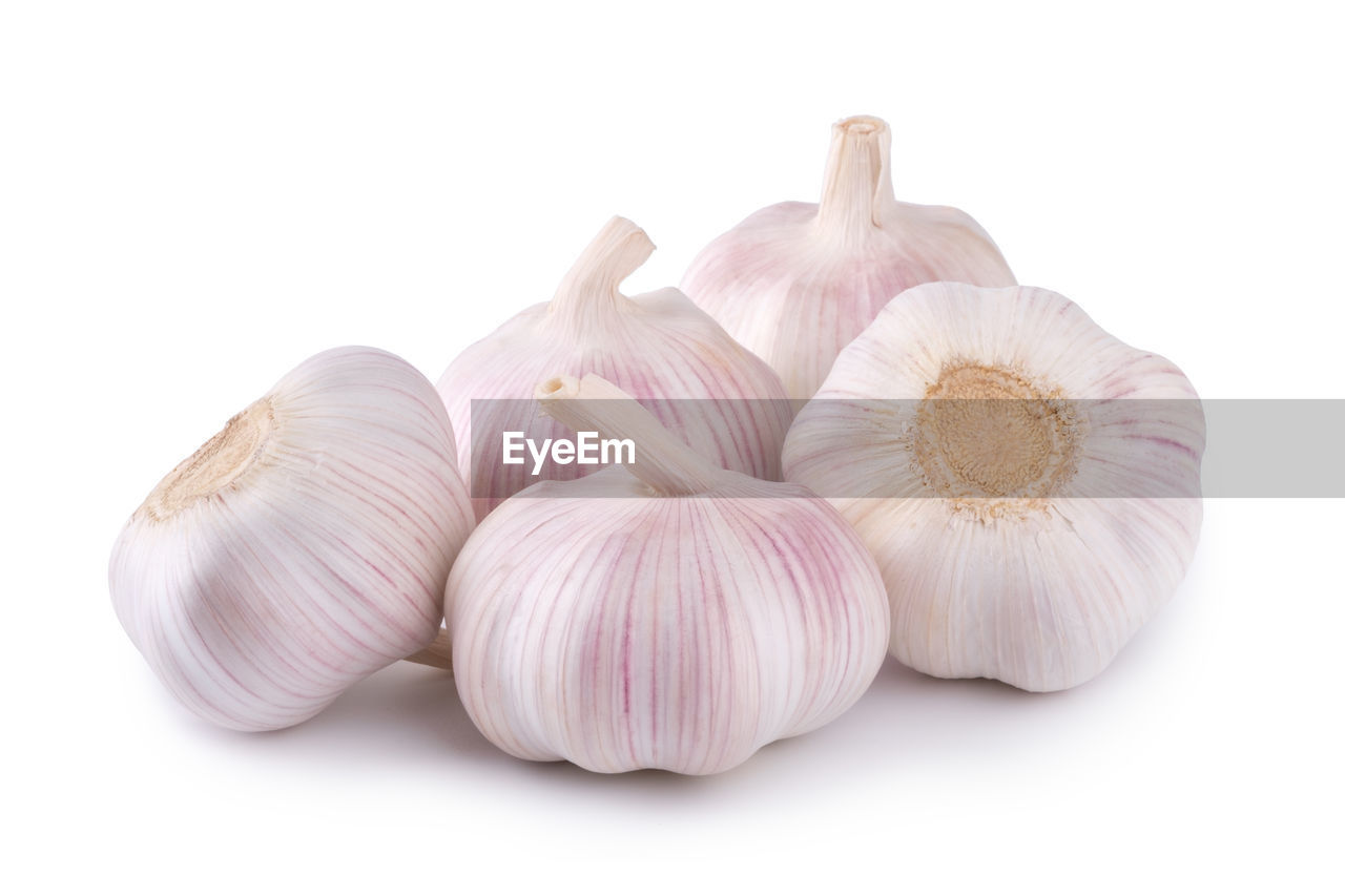studio shot, white background, garlic, spice, still life, food and drink, food, ingredient, freshness, indoors, garlic bulb, vegetable, close-up, cut out, healthy eating, wellbeing, no people, raw food, group of objects, white color, garlic clove
