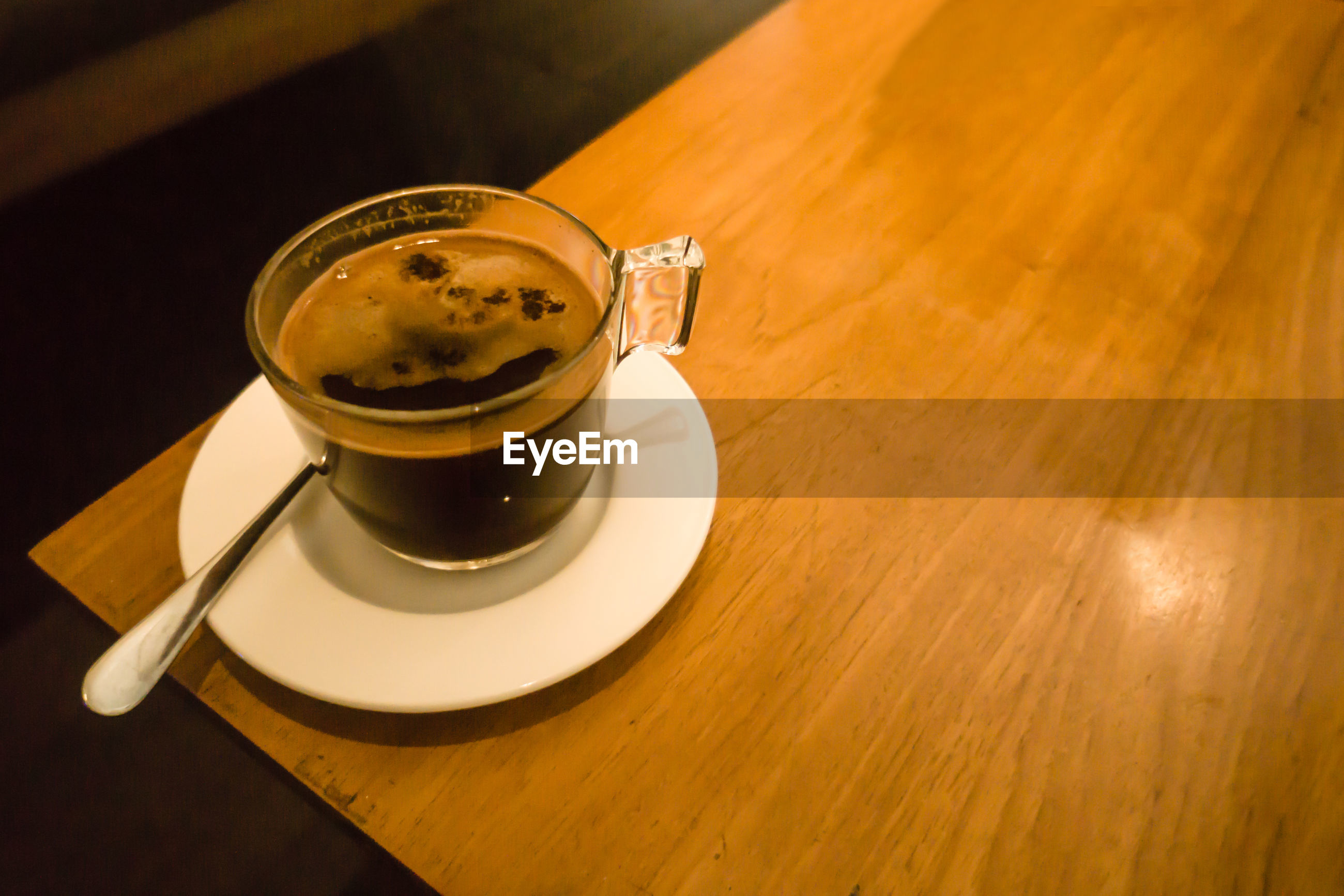 HIGH ANGLE VIEW OF COFFEE CUP WITH TEA ON TABLE