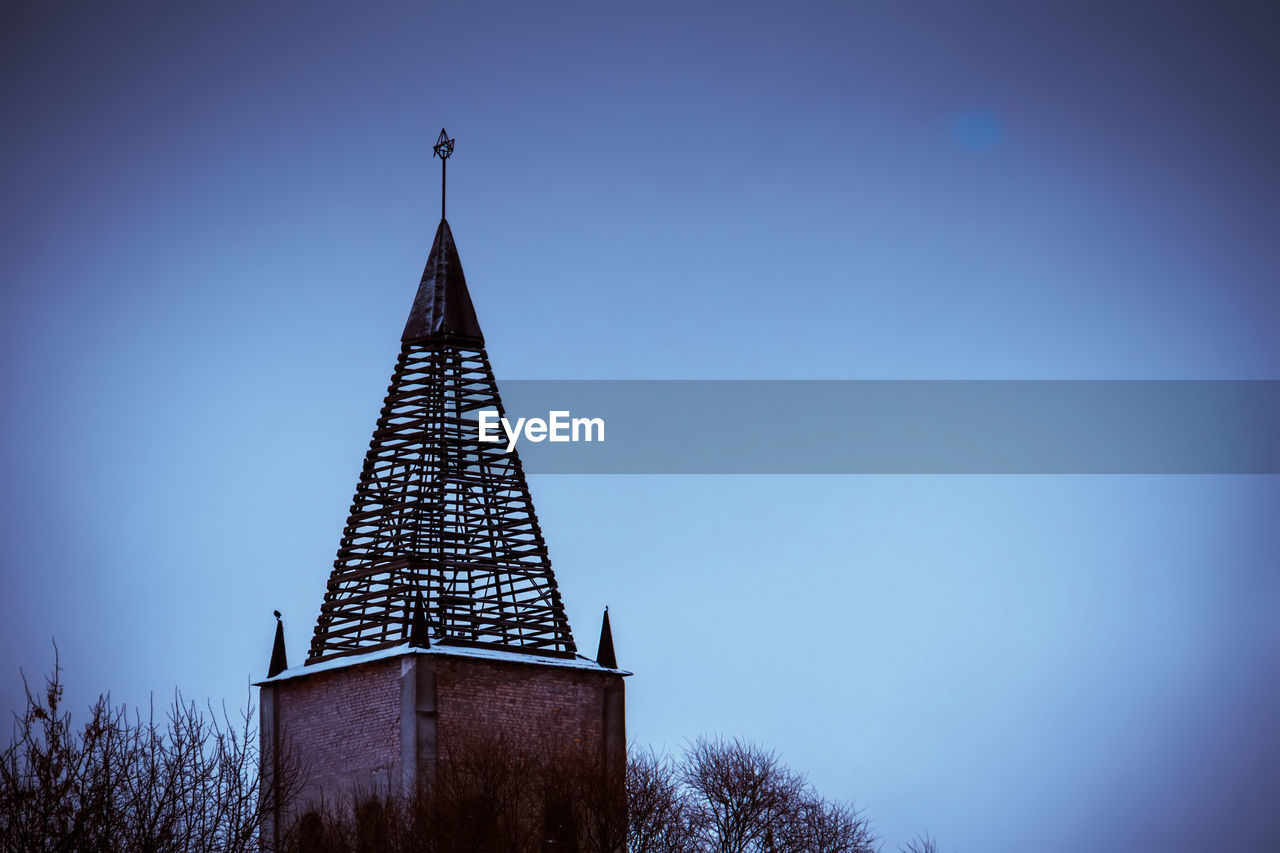 sky, architecture, built structure, tree, tower, low angle view, clear sky, no people, nature, copy space, building exterior, plant, blue, outdoors, building, day, tall - high, religion, place of worship, dusk, spire