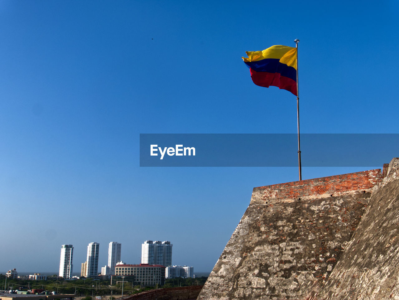 Fortress in cartagena de indias with the colombian flag