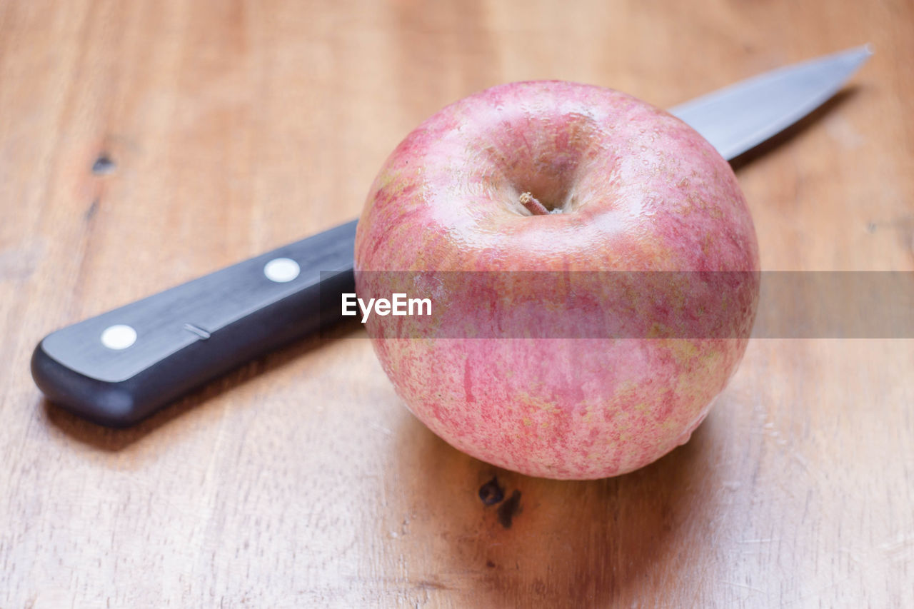 food and drink, food, healthy eating, fruit, freshness, table, still life, cutting board, kitchen knife, indoors, close-up, wood - material, focus on foreground, apple - fruit, no people, sweet food, ready-to-eat, day