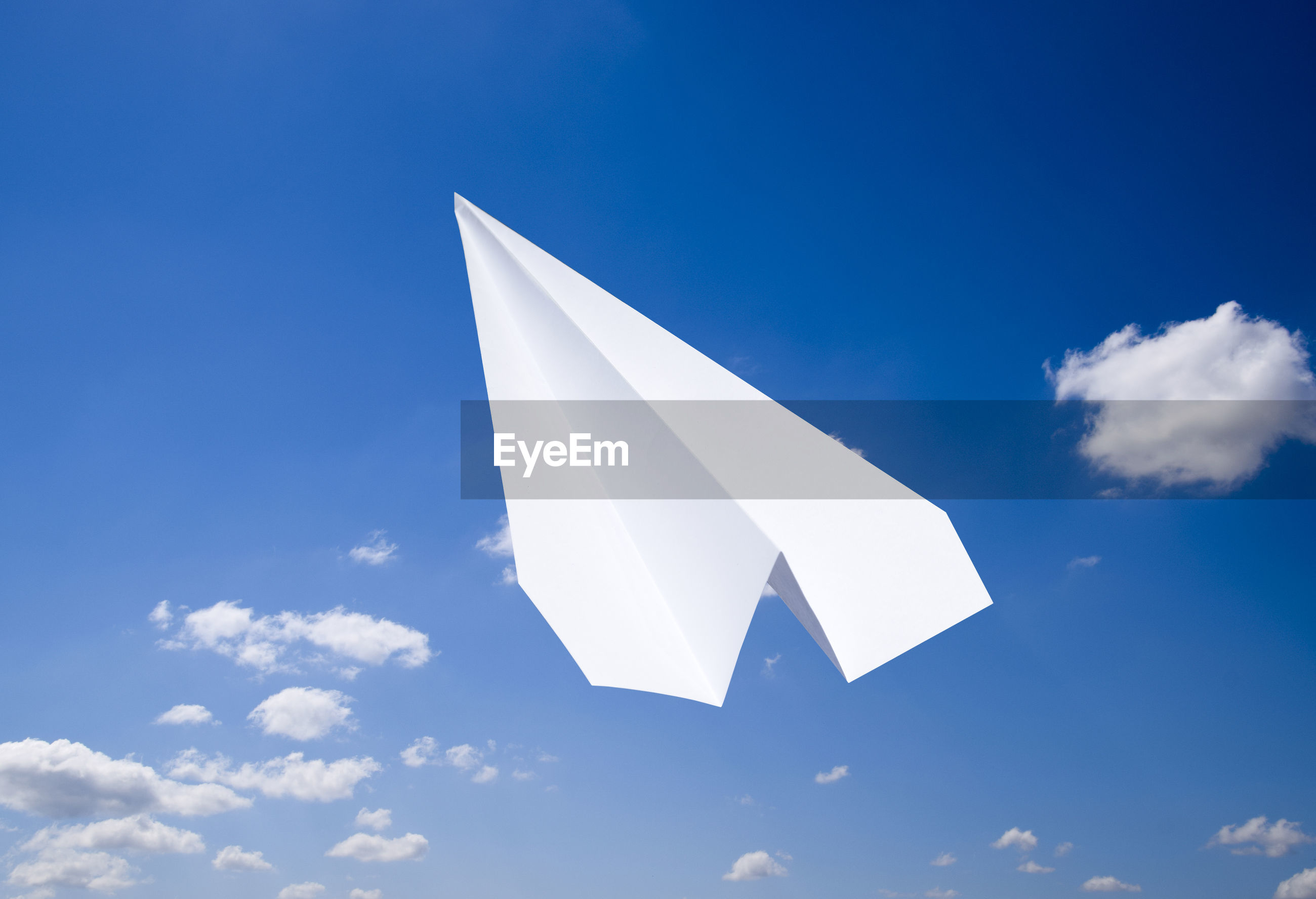LOW ANGLE VIEW OF WHITE FLAG AGAINST SKY