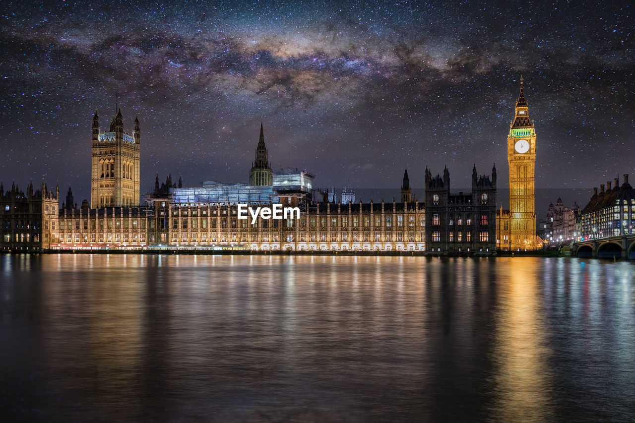 Illuminated big ben and houses of parliament in city at night