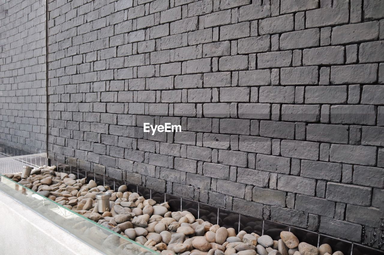 HIGH ANGLE VIEW OF CORN ON WALL IN FACTORY