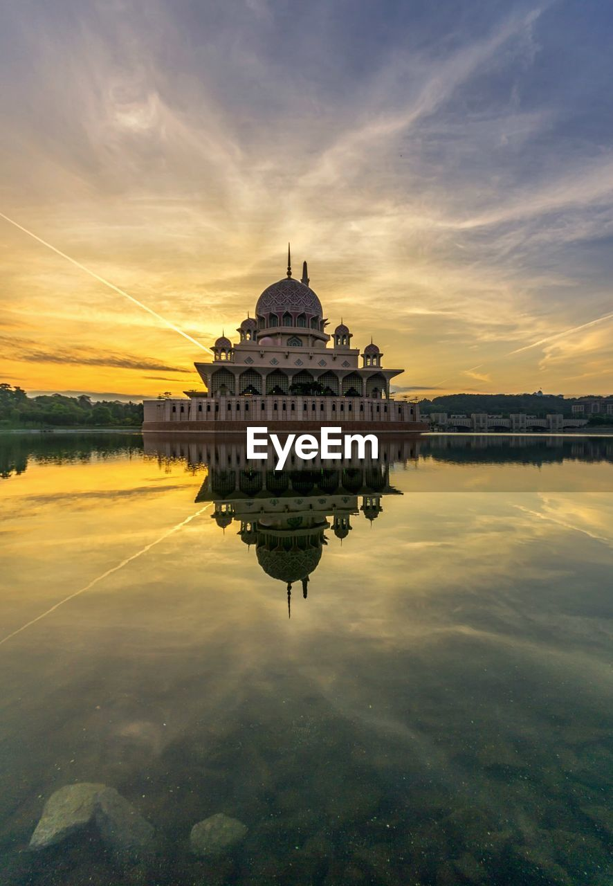 water, sky, architecture, building exterior, sunset, built structure, cloud - sky, reflection, dome, waterfront, travel destinations, tourism, travel, nature, lake, no people, religion, the past, belief, outdoors, government