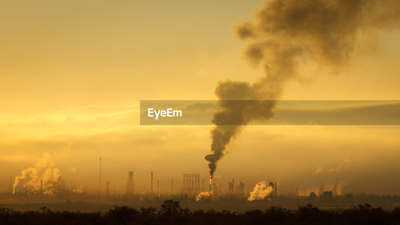 environmental issues, pollution, smoke - physical structure, factory, environment, industry, smoke stack, sky, emitting, air pollution, building exterior, environmental damage, no people, chimney, fumes, nature, fuel and power generation, smoke, sunset, atmospheric, ecosystem, outdoors, smog
