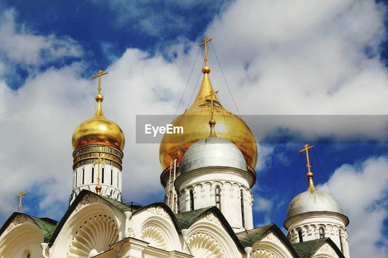 religion, place of worship, dome, spirituality, architecture, low angle view, sky, building exterior, built structure, cloud - sky, outdoors, gold colored, day, no people, cross