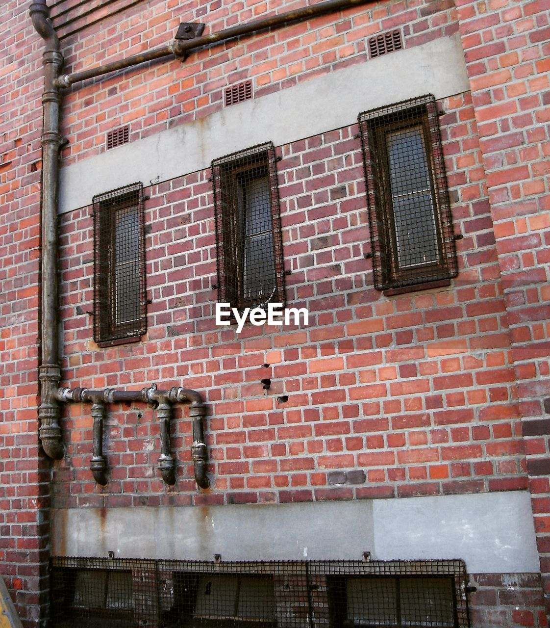 window, building exterior, architecture, brick wall, built structure, outdoors, no people, day, city