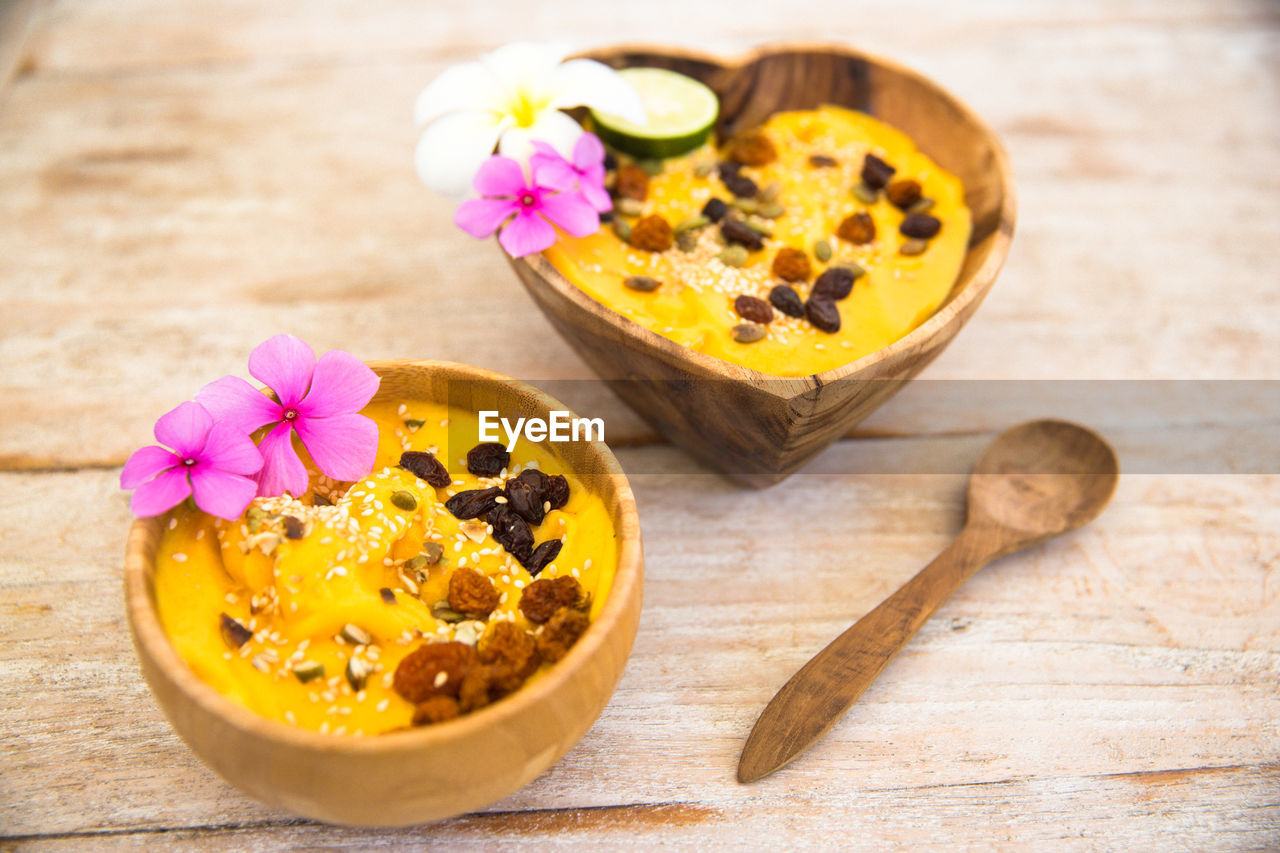 flower, freshness, wood - material, petal, yellow, flower head, food and drink, bowl, fragility, indoors, no people, table, close-up, nature, food, beauty in nature, day, ready-to-eat