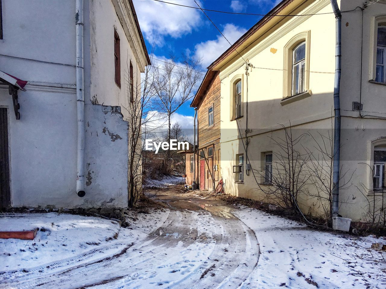 building exterior, architecture, built structure, snow, house, winter, sky, no people, cold temperature, abandoned, day, outdoors, window, residential building, nature