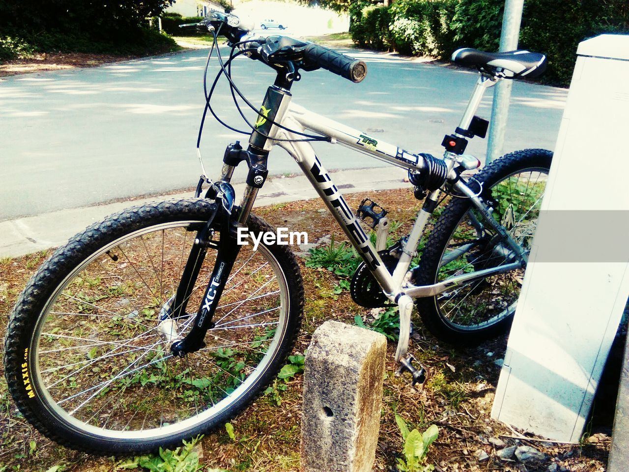 bicycle, transportation, stationary, land vehicle, mode of transport, no people, day, outdoors, bicycle rack, close-up, nature