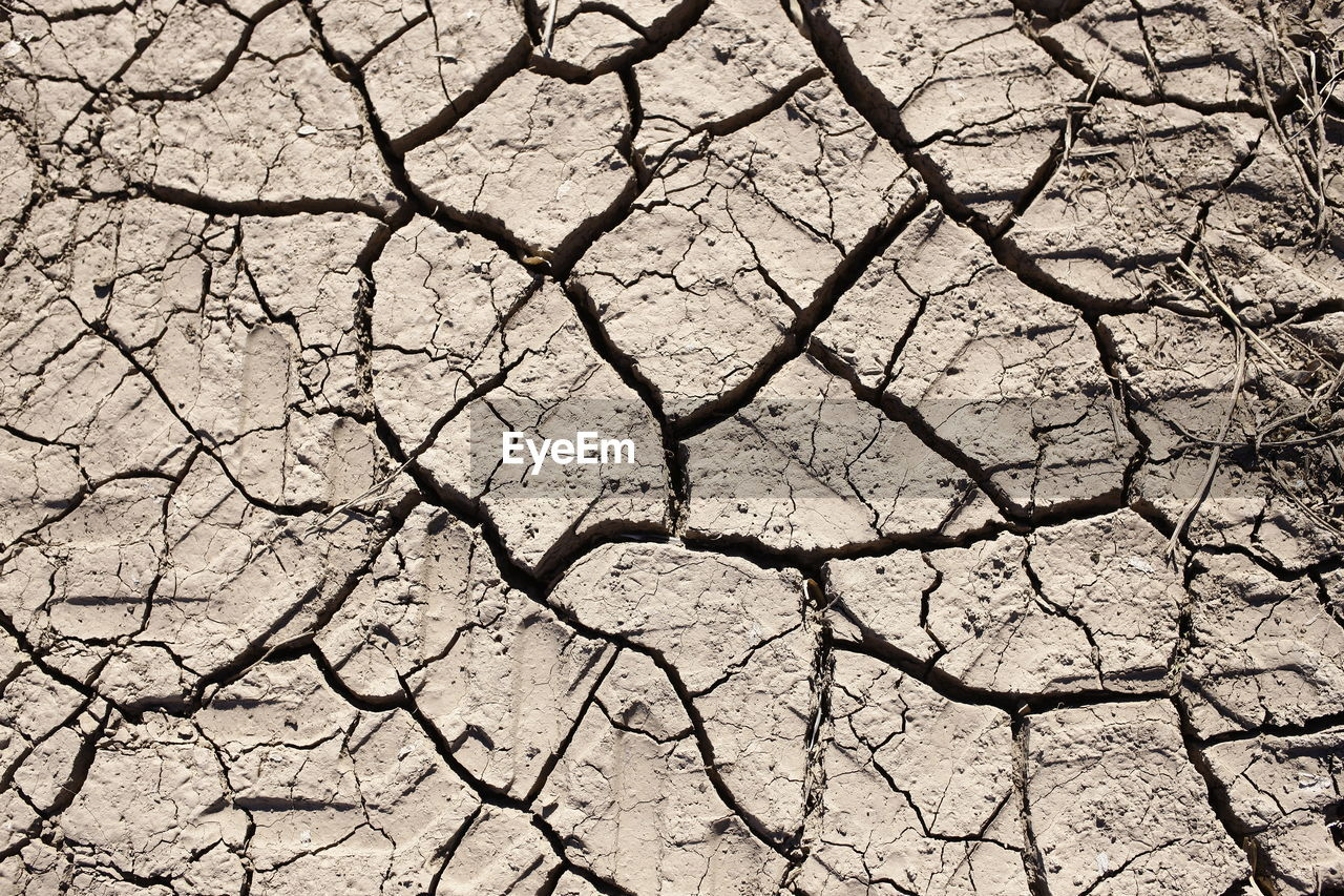 drought, cracked, climate, arid climate, dry, scenics - nature, full frame, backgrounds, environment, barren, land, pattern, textured, nature, day, dirt, field, natural pattern, no people, mud, outdoors