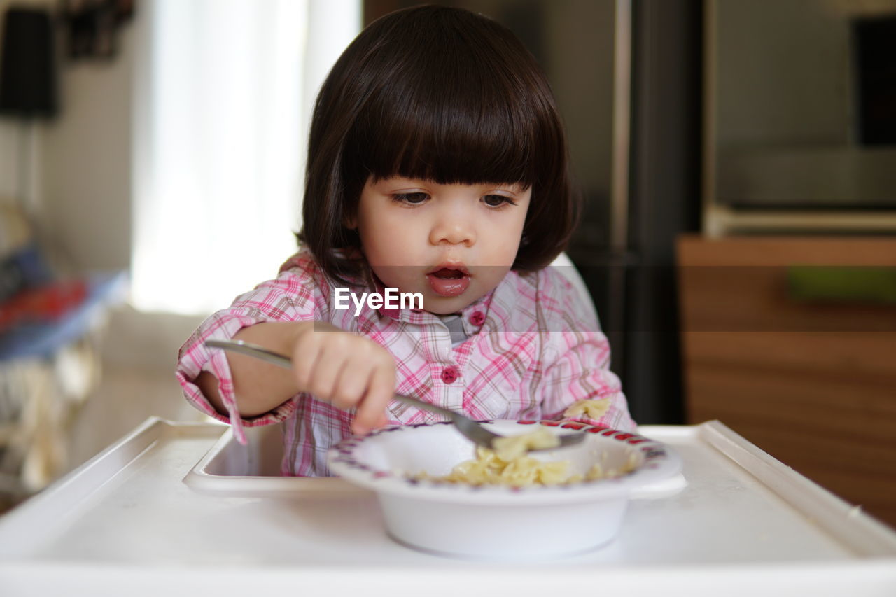 innocence, child, childhood, indoors, table, front view, food and drink, food, one person, real people, cute, portrait, sitting, lifestyles, headshot, home interior, females, women, bowl, meal