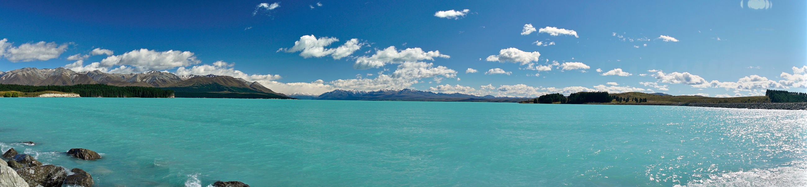 PANORAMIC VIEW OF SEA AND MOUNTAINS AGAINST SKY