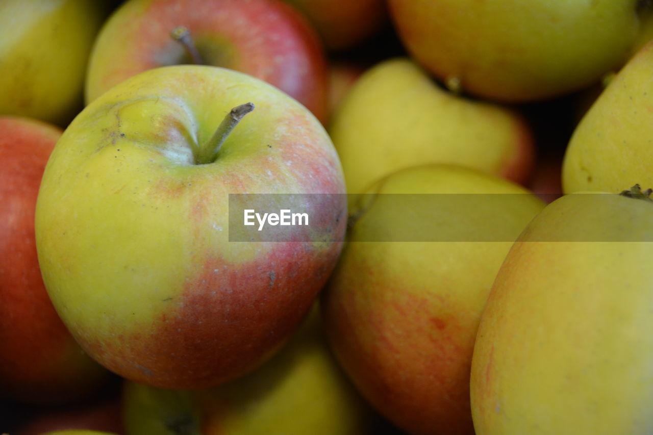 Full Frame Shot Of Fresh Apples