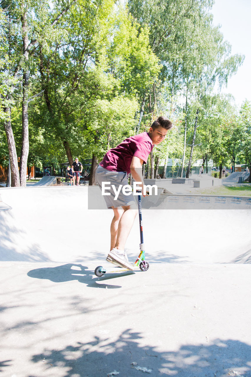 tree, one person, nature, plant, full length, leisure activity, day, young adult, sunlight, real people, casual clothing, young men, lifestyles, sport, shadow, growth, motion, outdoors