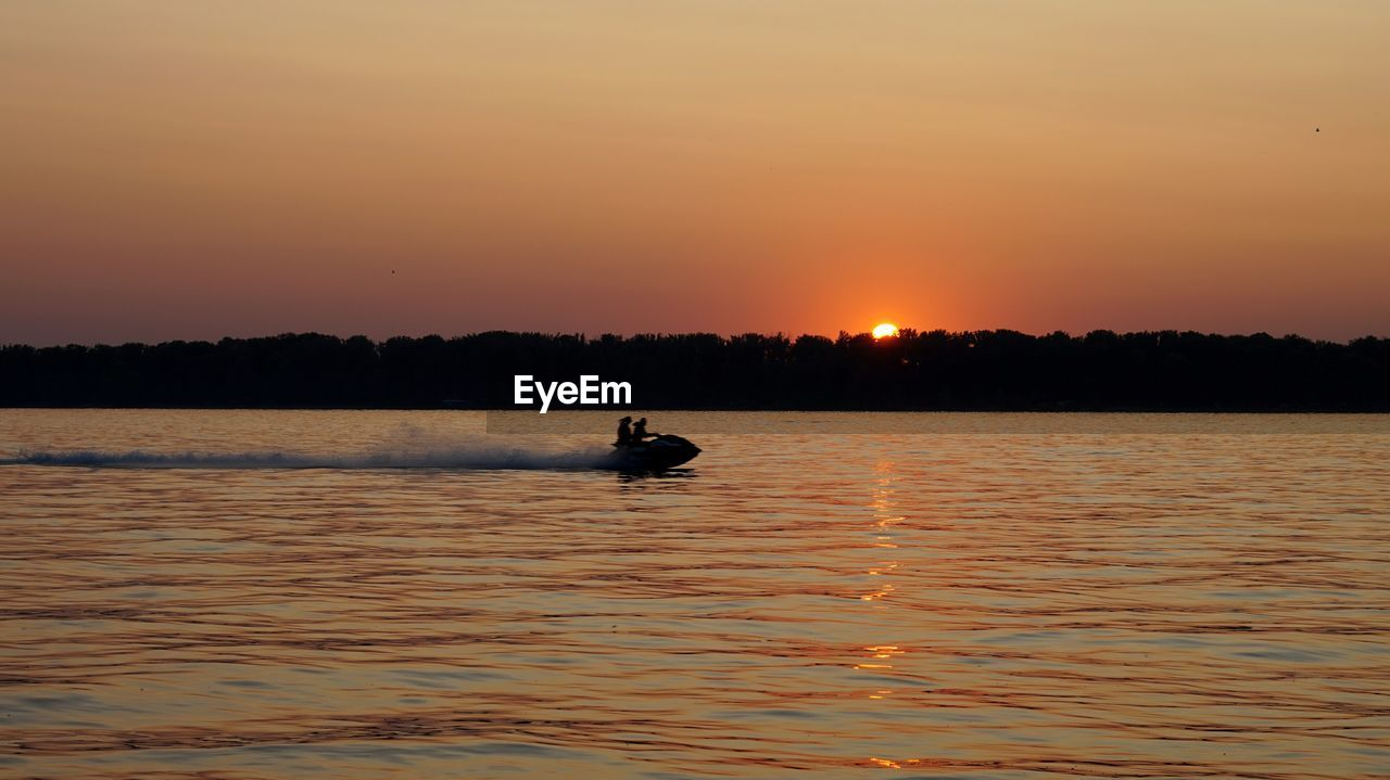 sunset, silhouette, water, waterfront, nature, real people, leisure activity, one person, beauty in nature, scenics, men, outdoors, lake, sky, lifestyles, adventure, oar, paddleboarding, jet boat, one man only, day, people