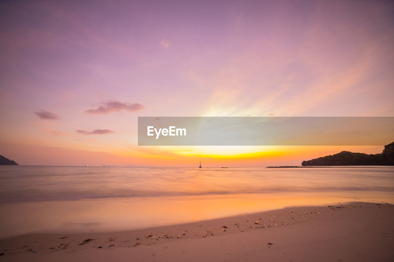 sunset, sea, beauty in nature, water, scenics, nature, beach, tranquility, sky, sun, tranquil scene, orange color, horizon over water, no people, sand, outdoors