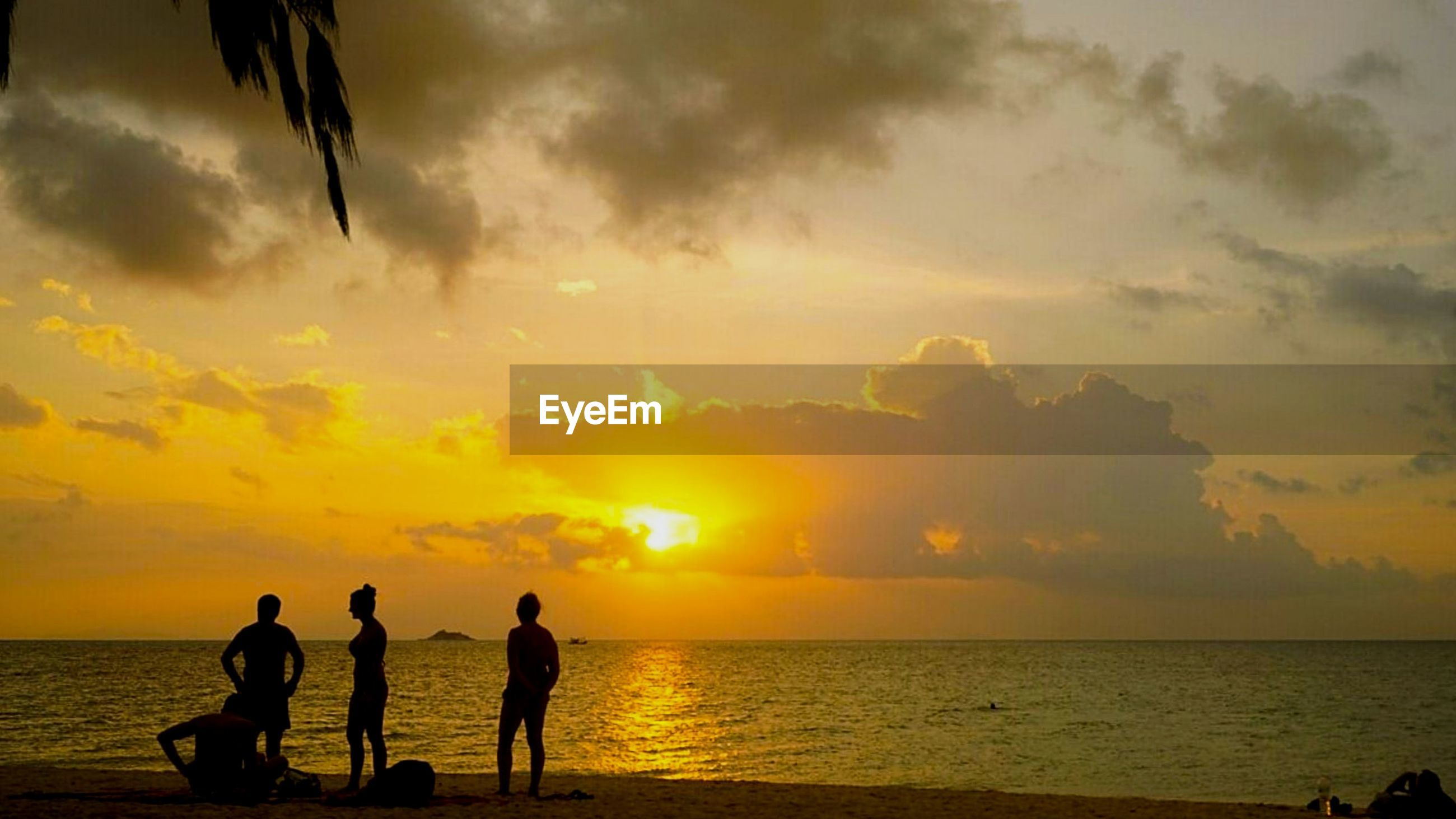 sunset, sea, silhouette, beach, nature, sky, water, real people, leisure activity, scenics, beauty in nature, togetherness, horizon over water, outdoors, vacations, tranquil scene, sand, standing, tranquility, lifestyles, full length, men, friendship, people, day, adult
