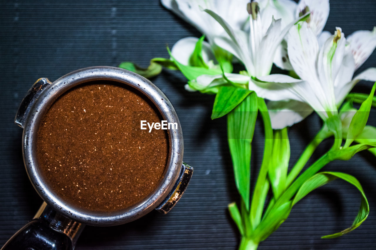 freshness, food and drink, close-up, leaf, plant part, table, still life, no people, indoors, coffee, refreshment, drink, coffee - drink, plant, cup, brown, mug, food, focus on foreground, nature