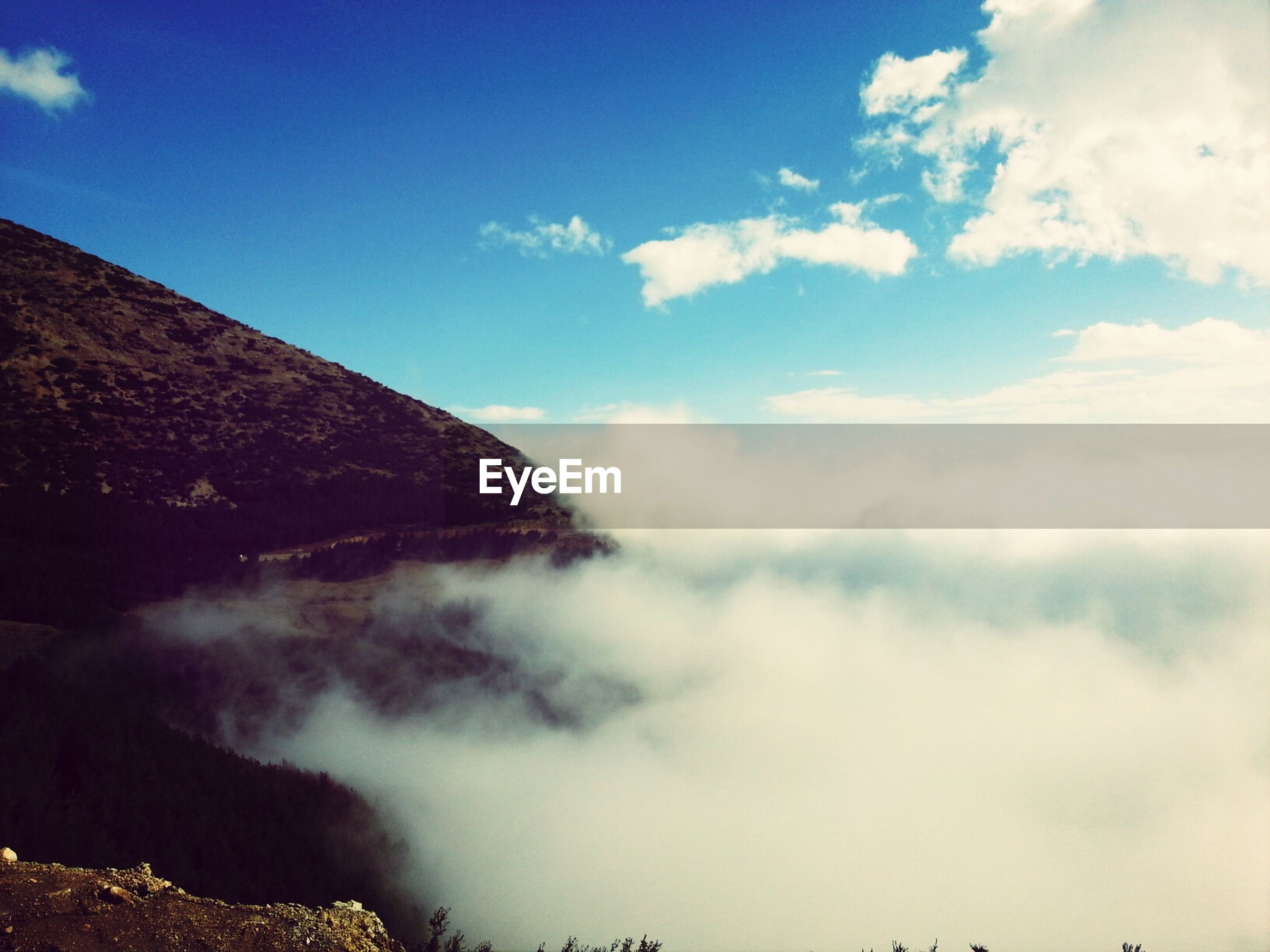 sky, scenics, beauty in nature, cloud - sky, tranquil scene, tranquility, mountain, nature, cloud, cloudy, idyllic, blue, majestic, day, outdoors, weather, no people, landscape, non-urban scene, mountain range