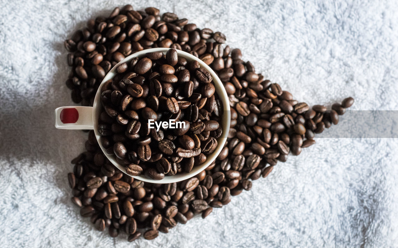 Full frame shot of coffee beans in a measuring cup