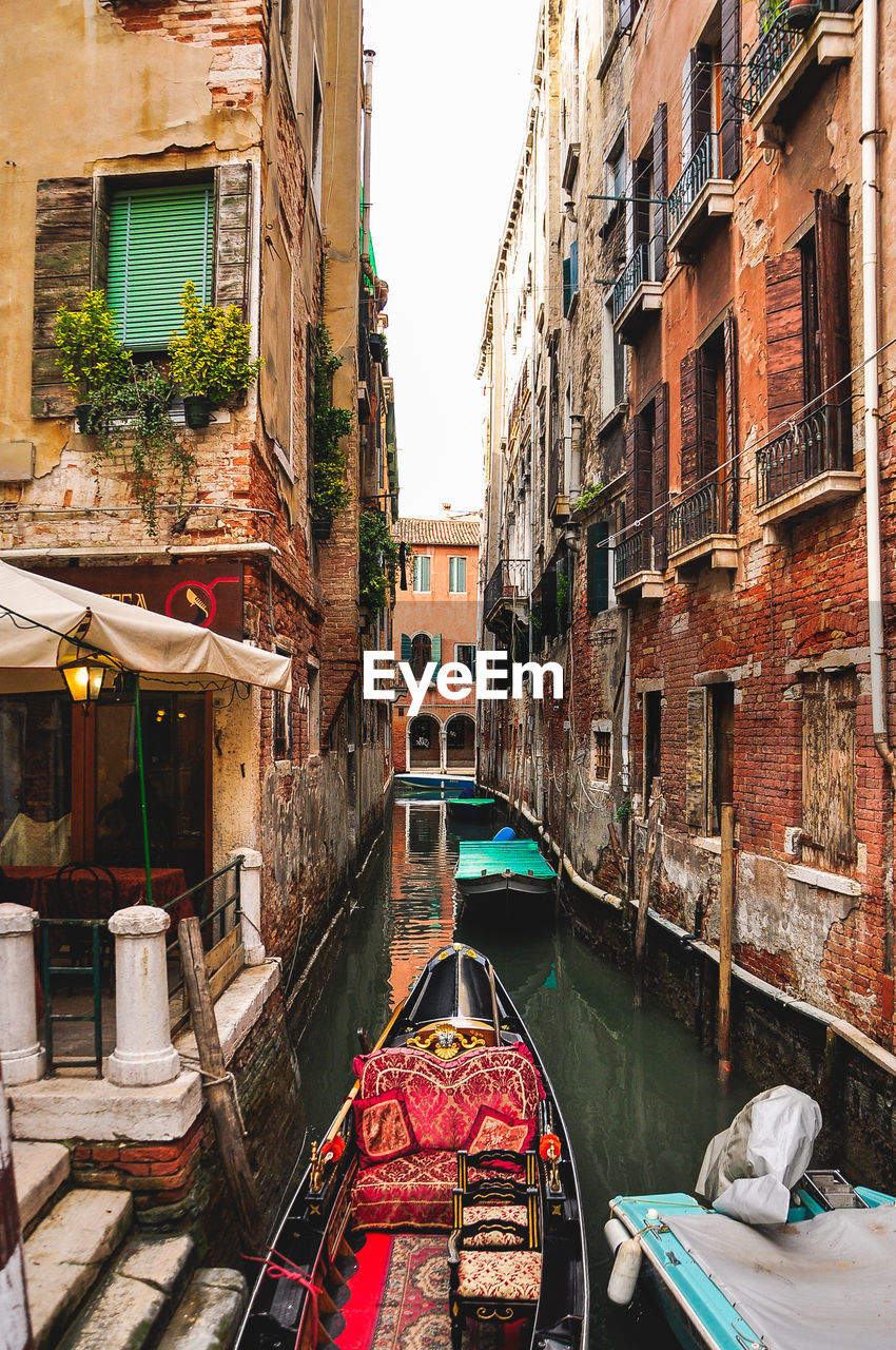architecture, canal, building exterior, nautical vessel, built structure, gondola, transportation, day, outdoors, water, gondola - traditional boat, no people