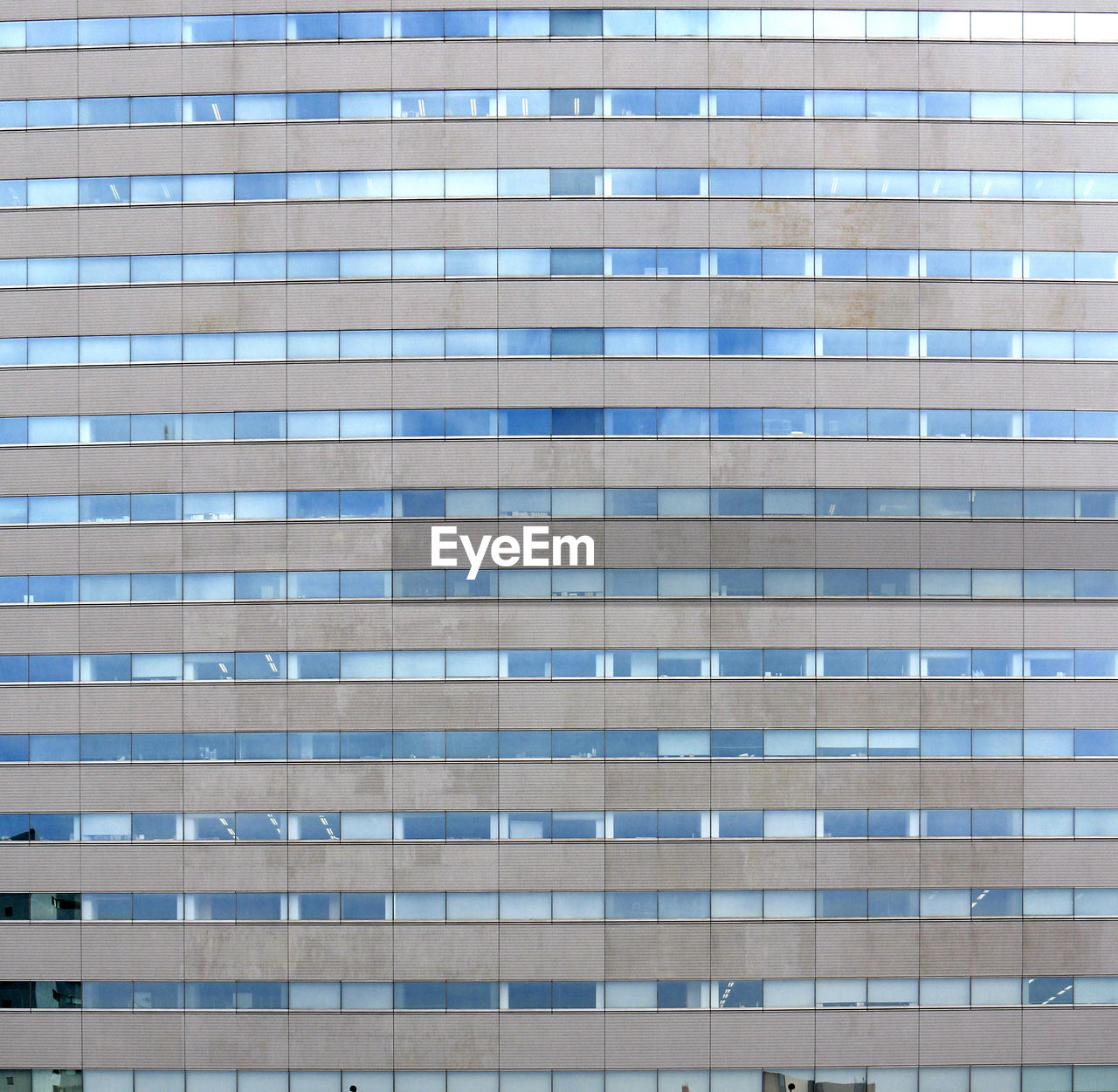 building exterior, architecture, skyscraper, built structure, window, corporate business, city, day, outdoors, city life, modern, backgrounds, low angle view, no people, apartment