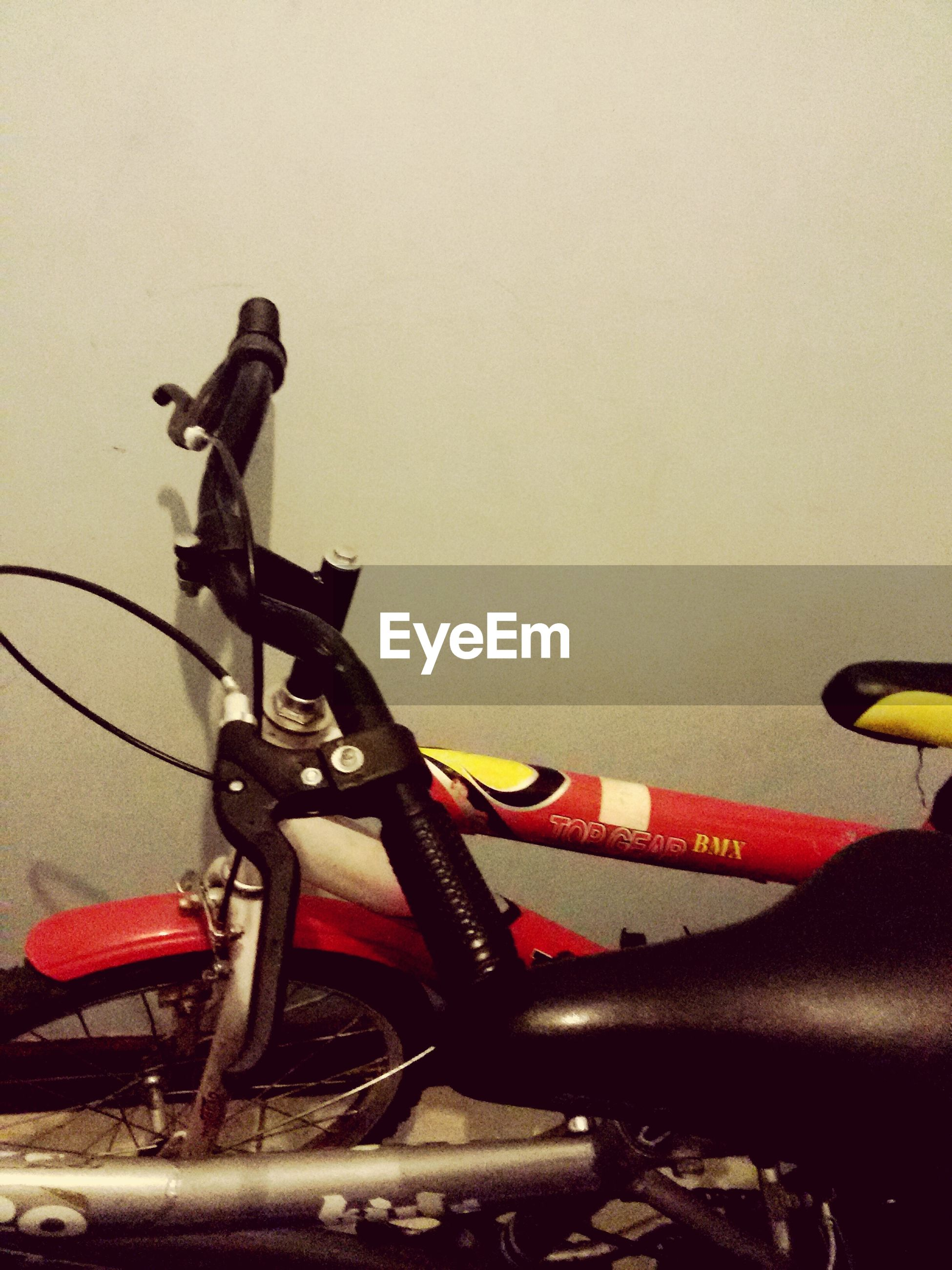 bicycle, indoors, men, lifestyles, part of, transportation, leisure activity, person, copy space, cropped, skill, holding, technology, land vehicle, mode of transport, high angle view, unrecognizable person