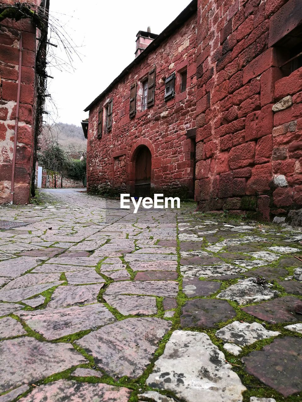 built structure, building exterior, architecture, building, wall, day, footpath, brick, no people, nature, brick wall, cobblestone, wall - building feature, the way forward, direction, outdoors, the past, history, house, sky, stone wall, paving stone, alley