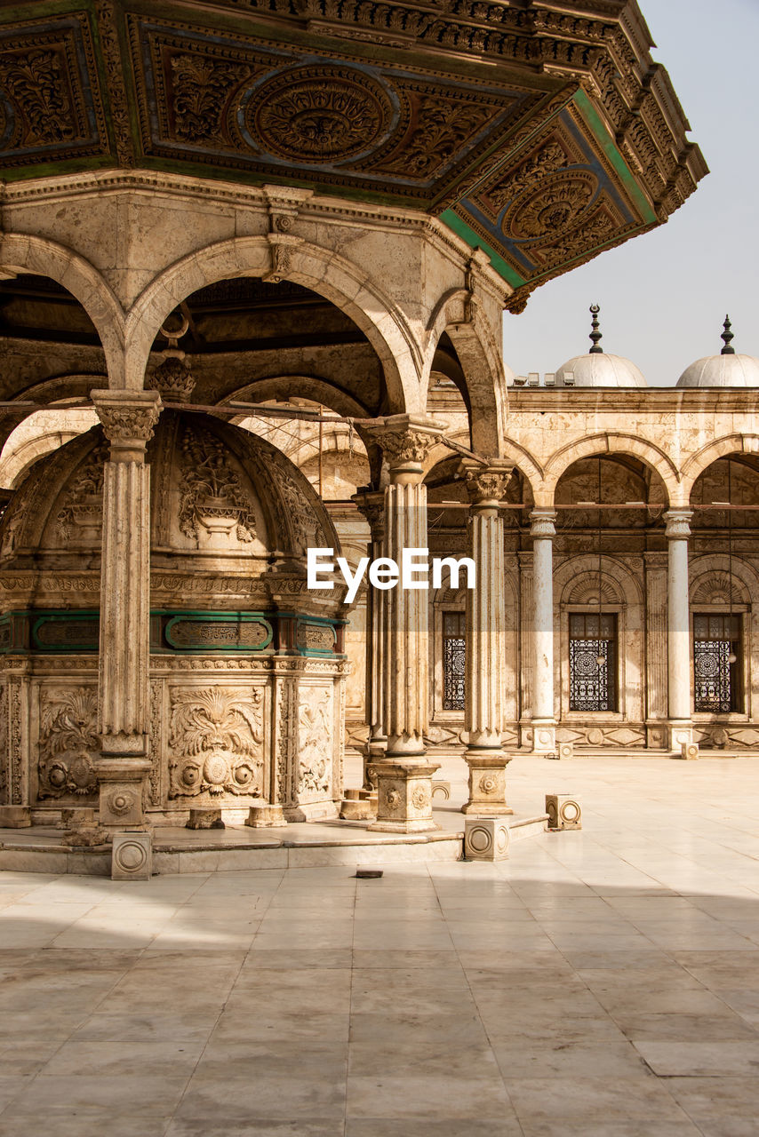 architecture, built structure, arch, the past, history, building exterior, building, travel destinations, architectural column, religion, belief, place of worship, day, travel, no people, arcade, ornate, tourism, spirituality, outdoors, courtyard