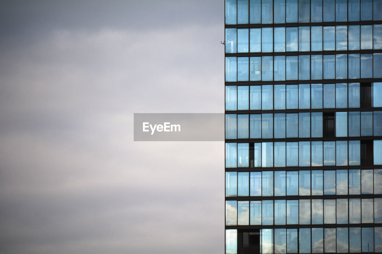 architecture, built structure, building exterior, glass - material, building, cloud - sky, office, modern, office building exterior, city, sky, day, no people, reflection, window, low angle view, outdoors, nature, skyscraper, tower, glass
