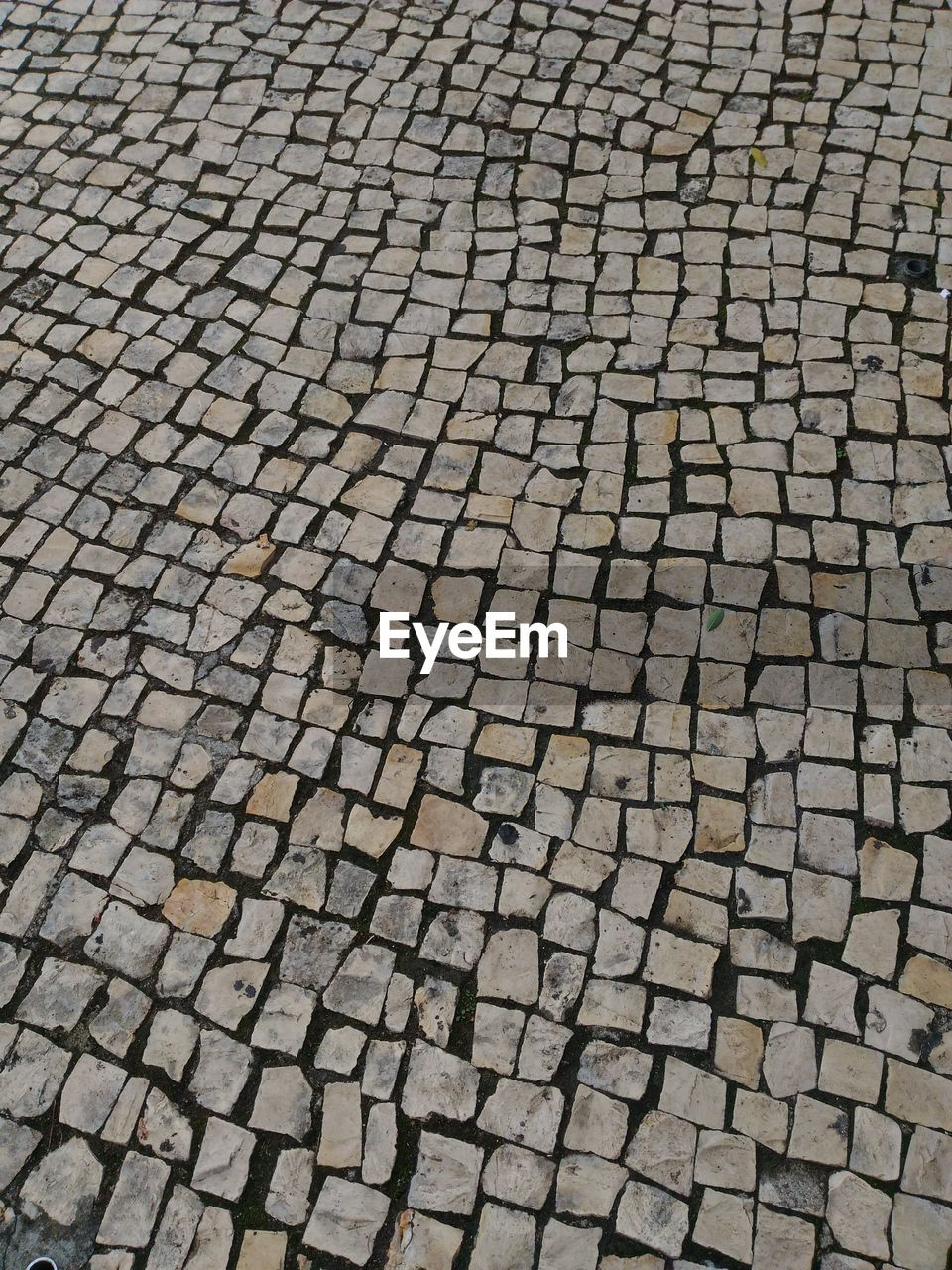 backgrounds, full frame, pattern, no people, textured, cobblestone, street, high angle view, footpath, order, day, repetition, nature, outdoors, stone material, large group of objects, solid, in a row, arrangement, paving stone
