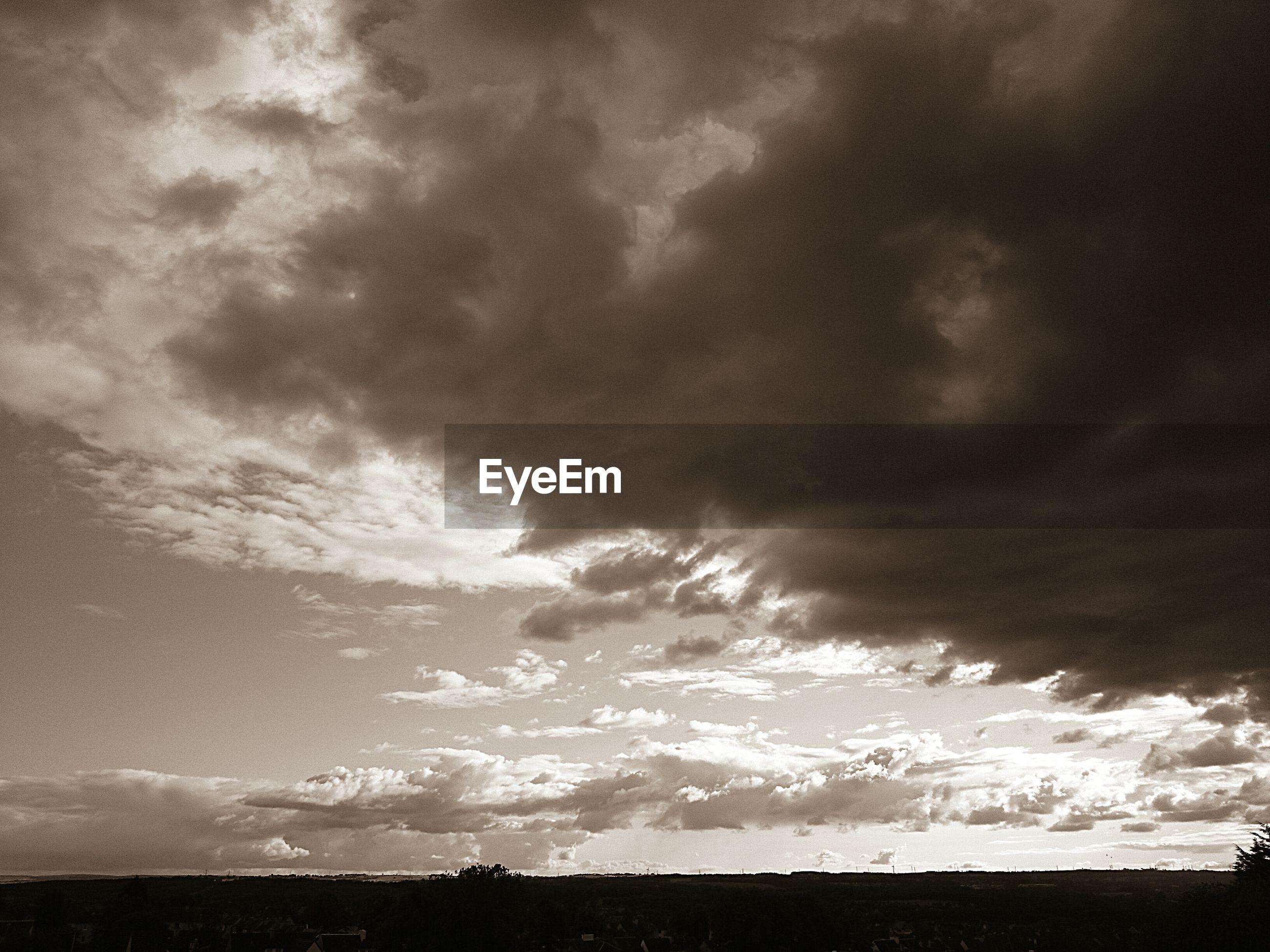 sky, cloud - sky, cloudy, scenics, tranquil scene, tranquility, beauty in nature, weather, overcast, nature, storm cloud, landscape, cloud, dramatic sky, cloudscape, idyllic, dusk, field, silhouette, atmospheric mood