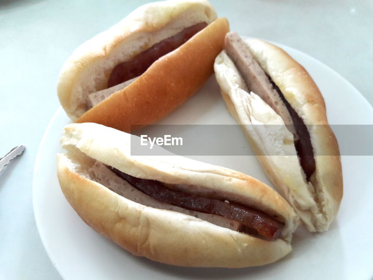 food and drink, food, sausage, hot dog, still life, bread, bun, ready-to-eat, plate, unhealthy eating, mustard, freshness, close-up, processed meat, indoors, no people, day