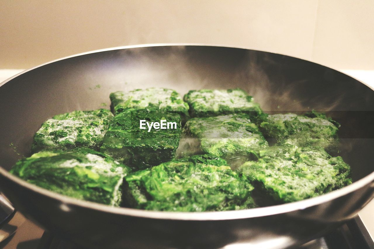 Close-up of paneer with spinach in frying pan