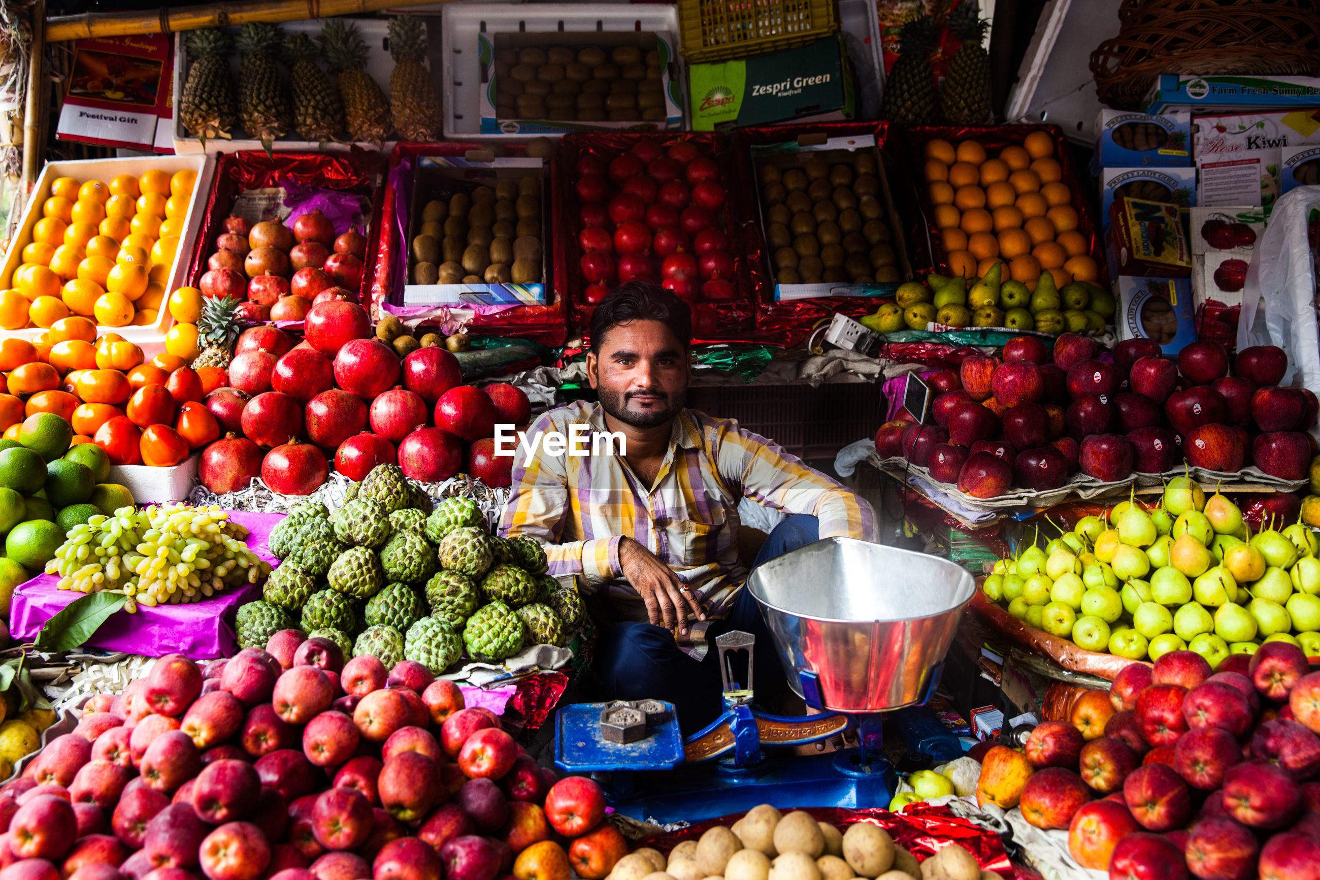 FULL FRAME SHOT OF FRUITS IN MARKET