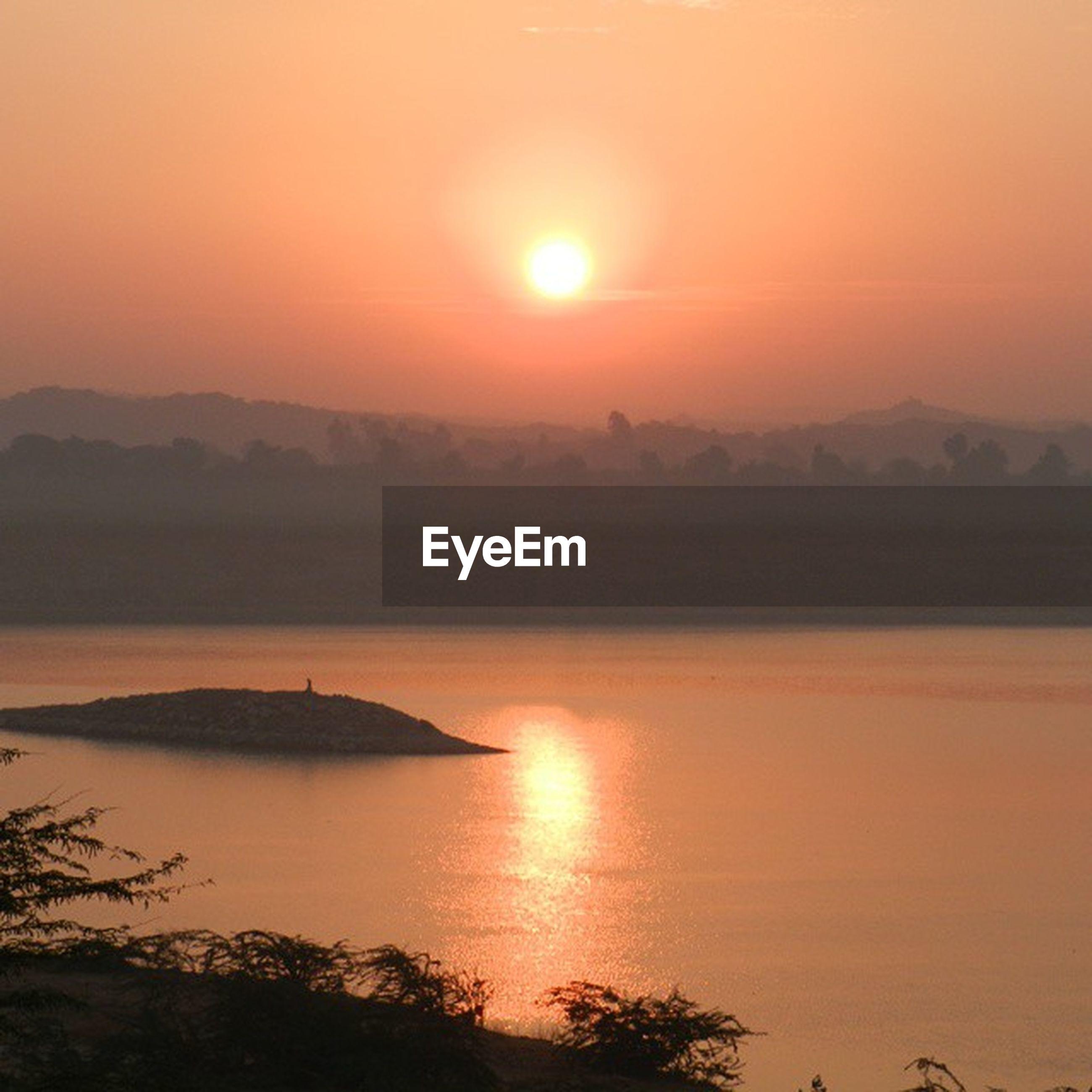 sunset, sun, water, scenics, tranquil scene, orange color, tranquility, beauty in nature, silhouette, idyllic, reflection, mountain, sea, nature, sky, lake, sunlight, majestic, non-urban scene, outdoors