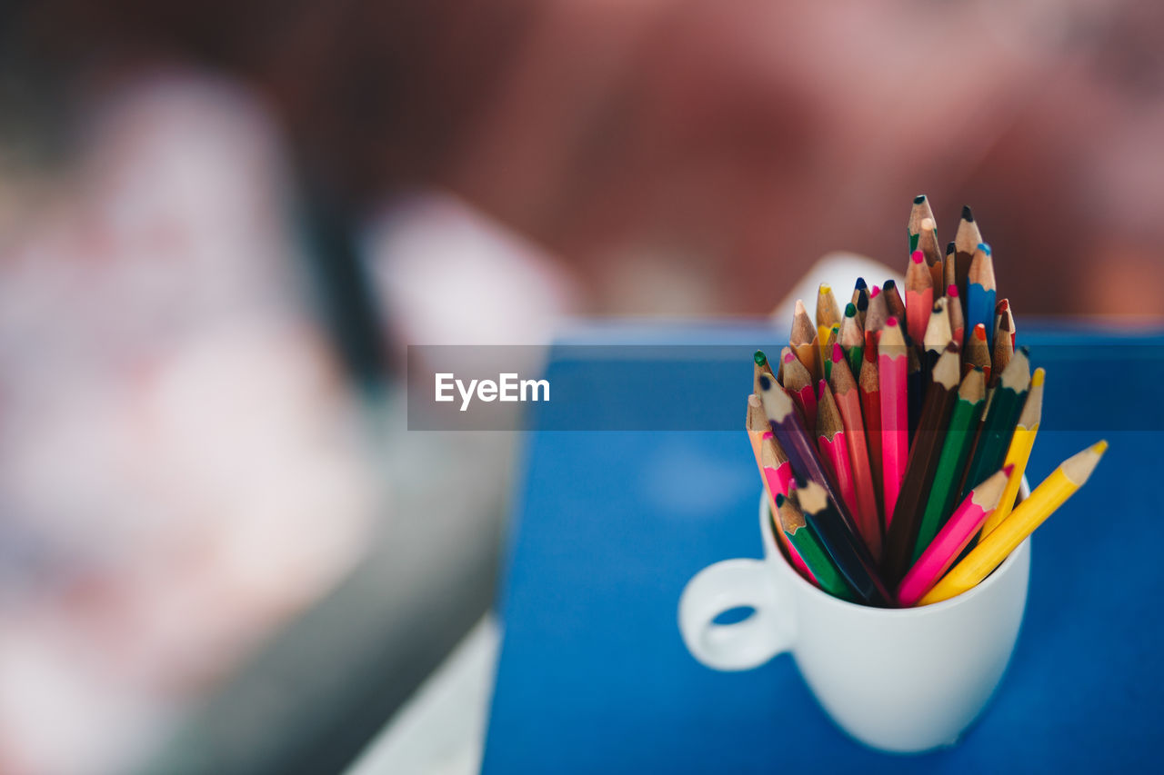close-up, table, pencil, multi colored, selective focus, large group of objects, still life, art and craft, focus on foreground, indoors, no people, writing instrument, choice, colored pencil, craft, variation, creativity, blue, art and craft equipment