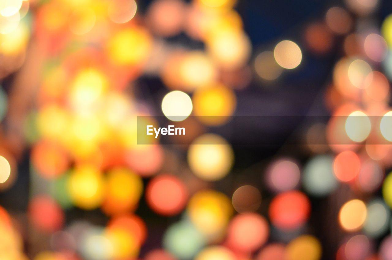 illuminated, night, defocused, lighting equipment, fairy lights, focus on foreground, no people, outdoors, backgrounds, light effect, close-up, christmas lights, christmas decoration, city