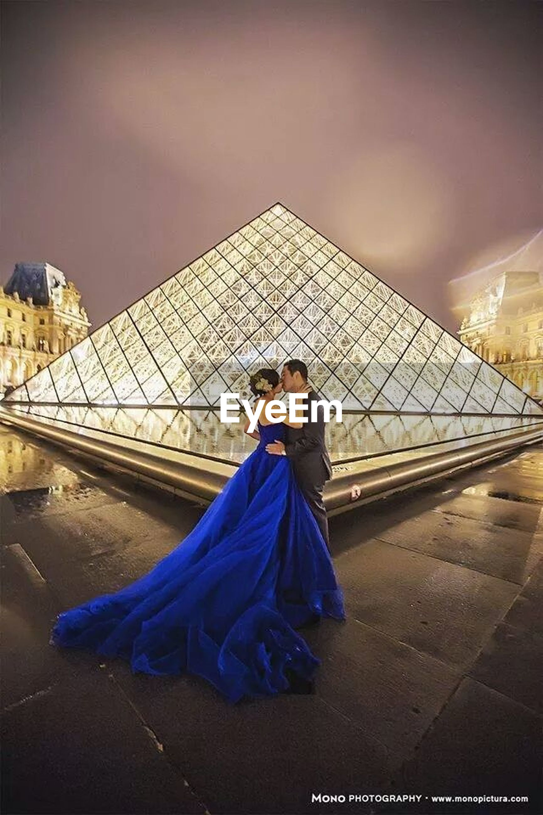 built structure, architecture, building exterior, lifestyles, leisure activity, casual clothing, arts culture and entertainment, standing, famous place, full length, rear view, young adult, travel, men, night, outdoors, city, waist up