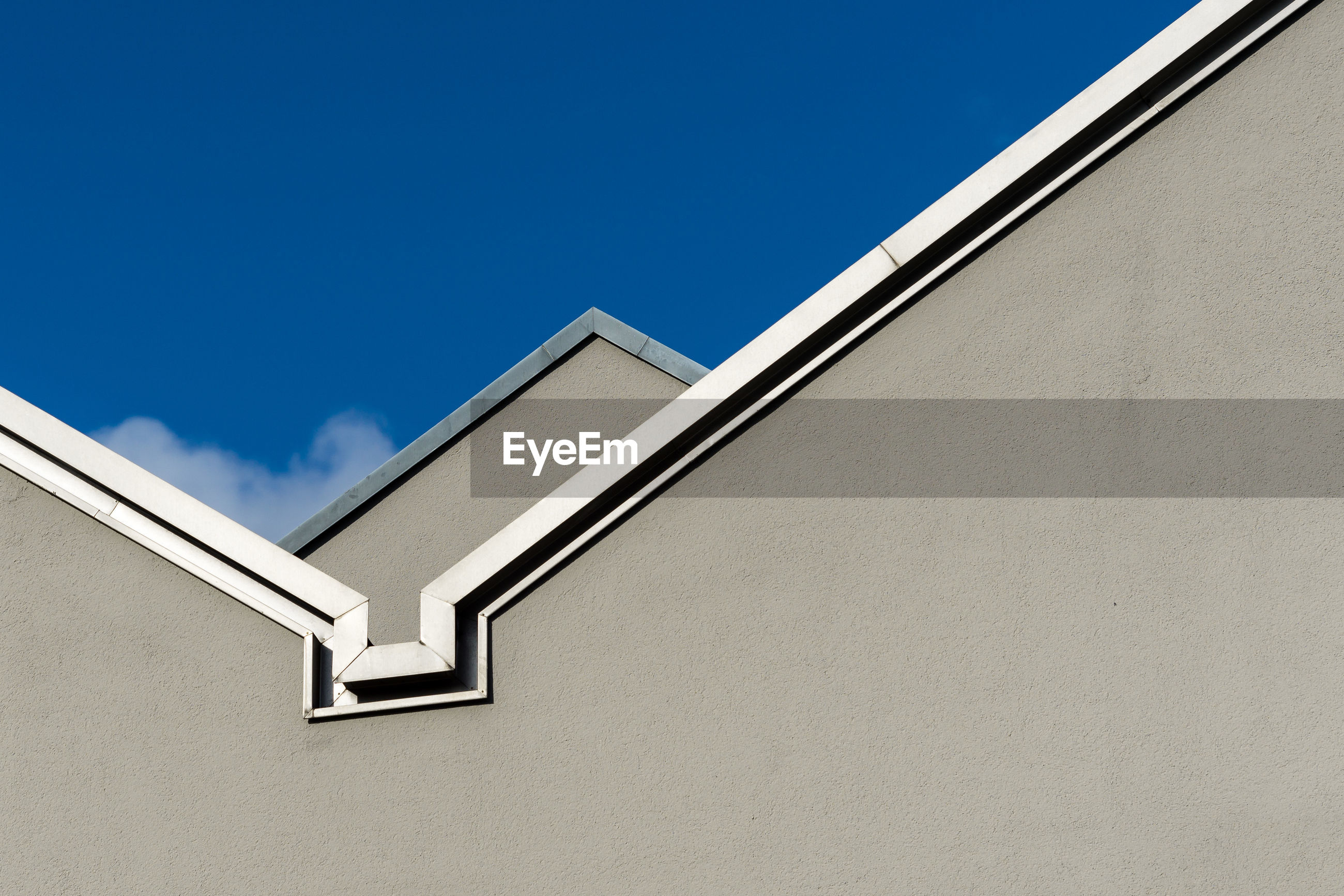 architecture, sky, built structure, building exterior, building, low angle view, copy space, wall - building feature, blue, day, no people, nature, clear sky, window, white color, outdoors, wall, sunlight, house, metal, window frame